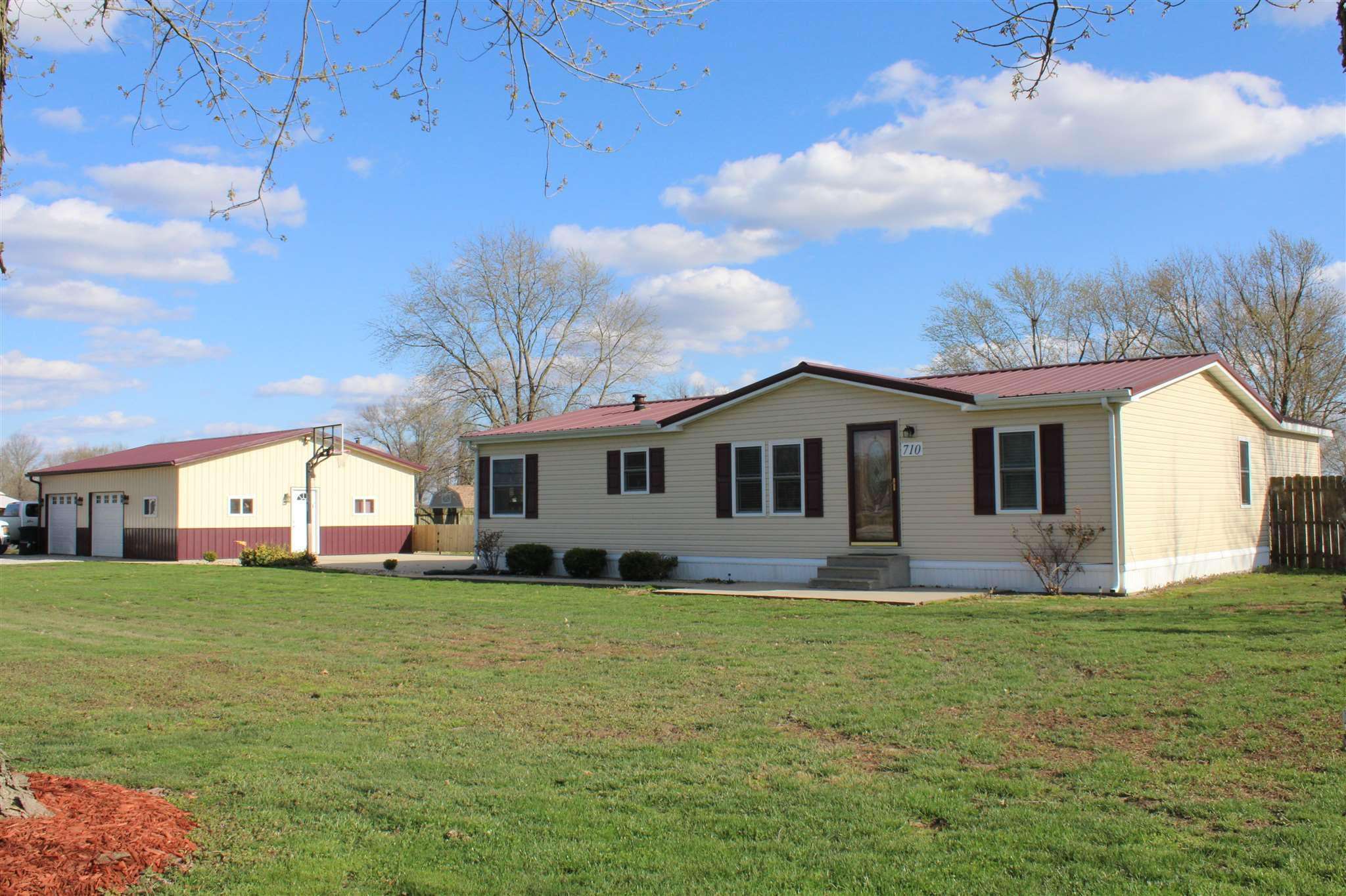 710 THOMAS Property Photo - Iuka, IL real estate listing