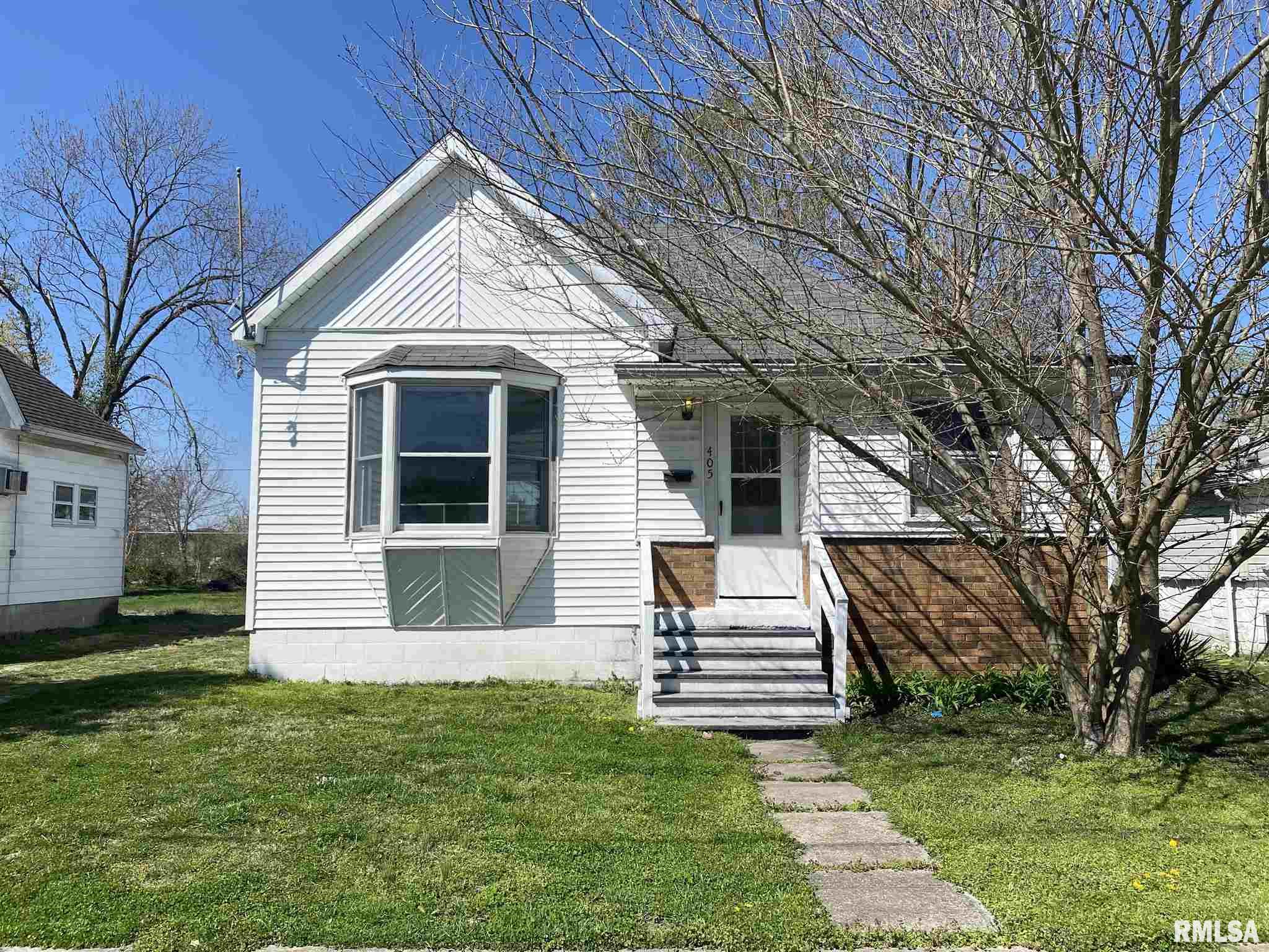 405 W HELEN Property Photo - Christopher, IL real estate listing