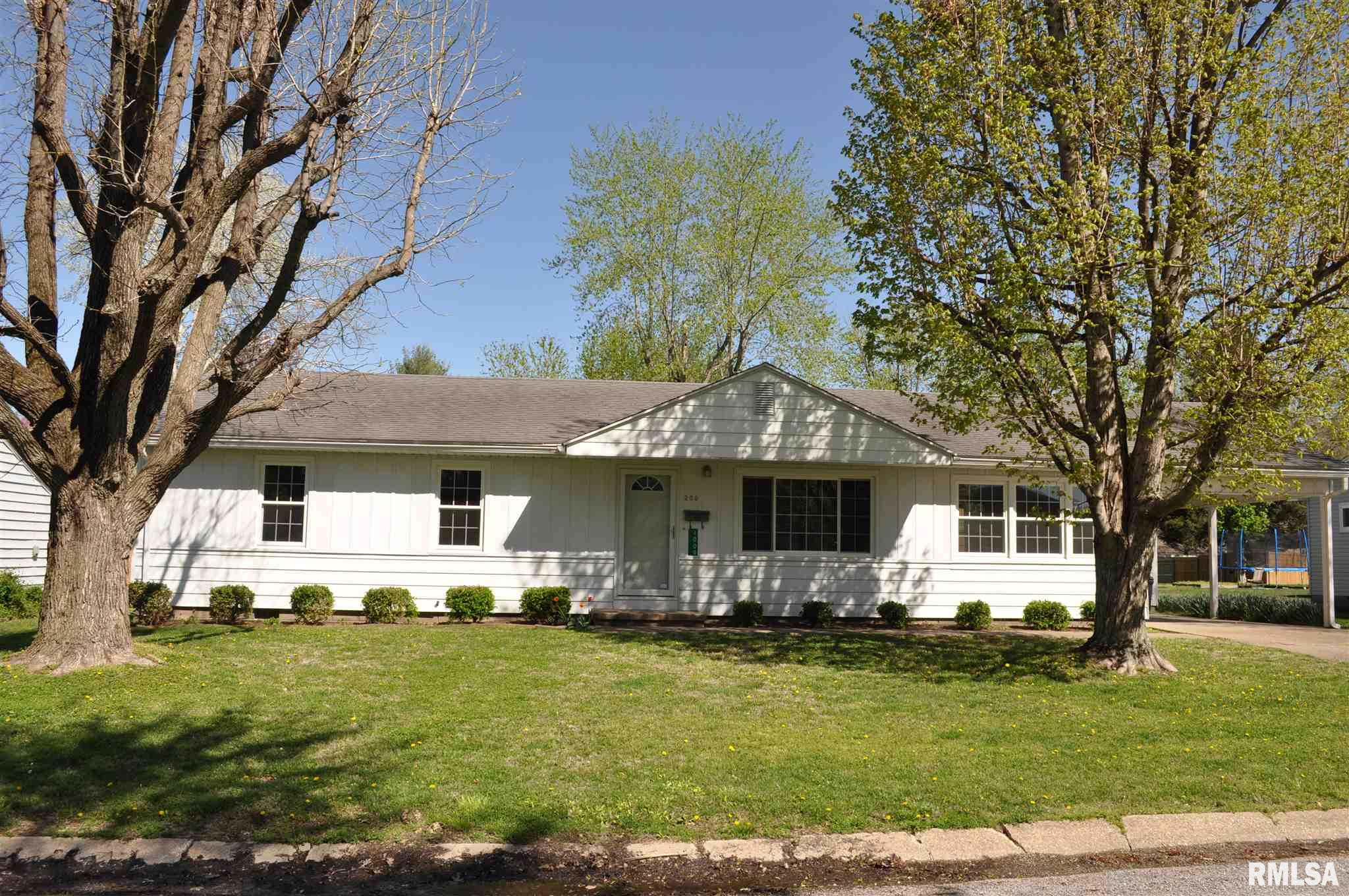 1009 Meadow Hills Property Photo - McLeansboro, IL real estate listing
