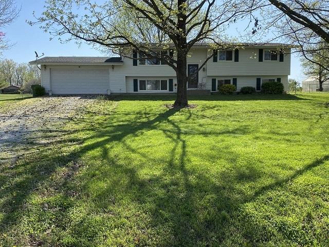 516 N OAK Property Photo - Ina, IL real estate listing