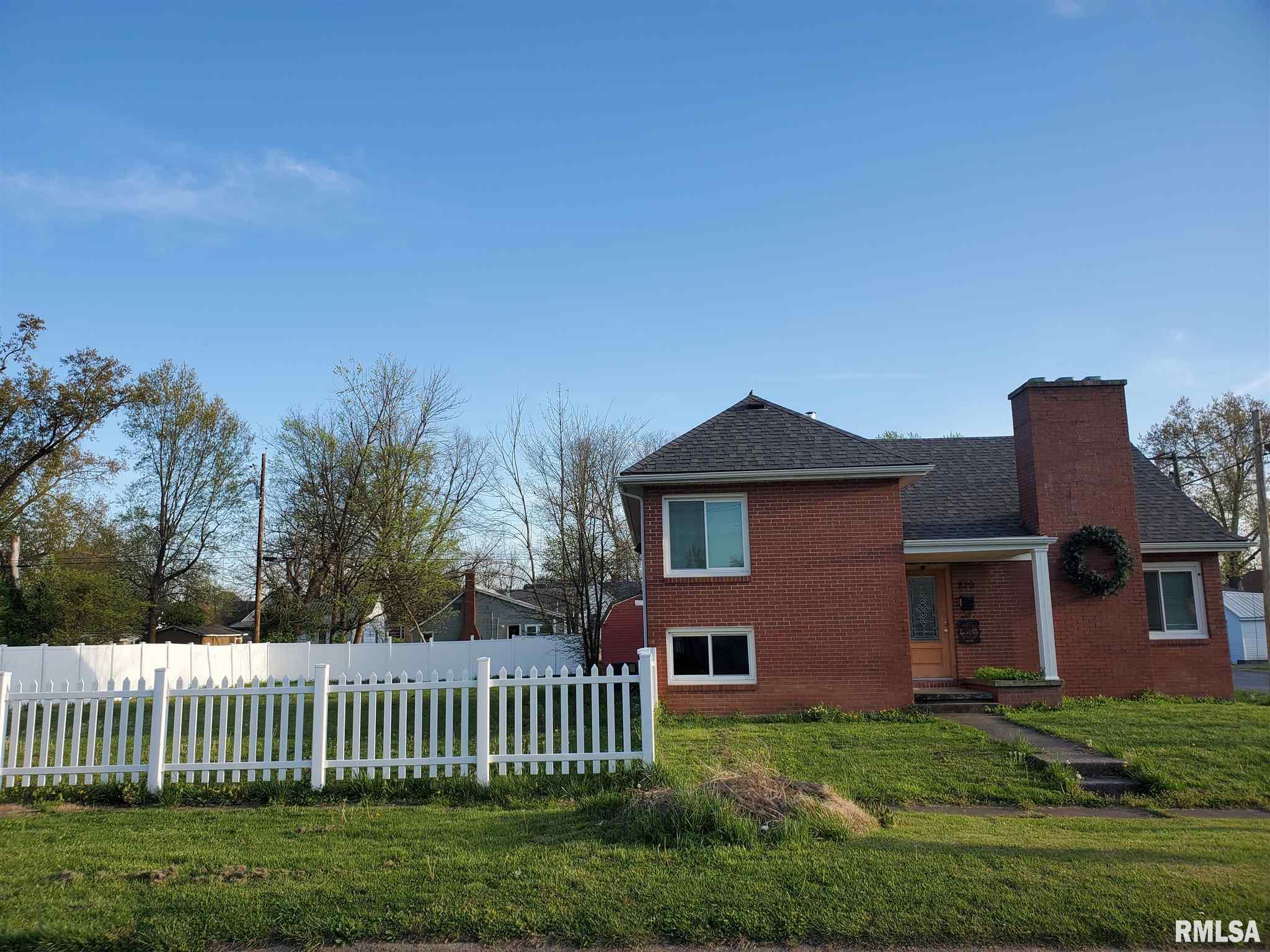 829 DEWEY Property Photo - Eldorado, IL real estate listing