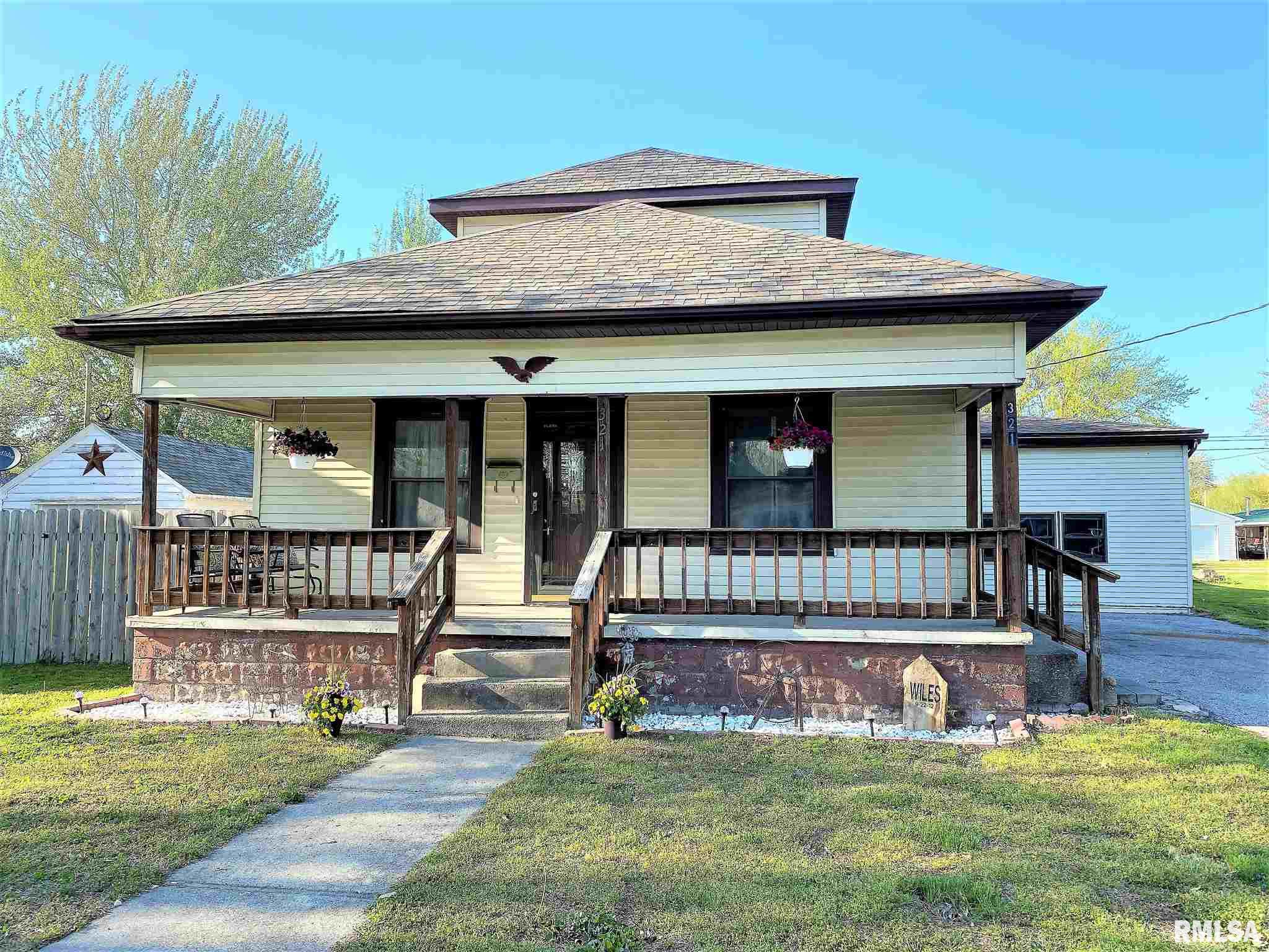 321 E LINCOLN Property Photo - Flora, IL real estate listing