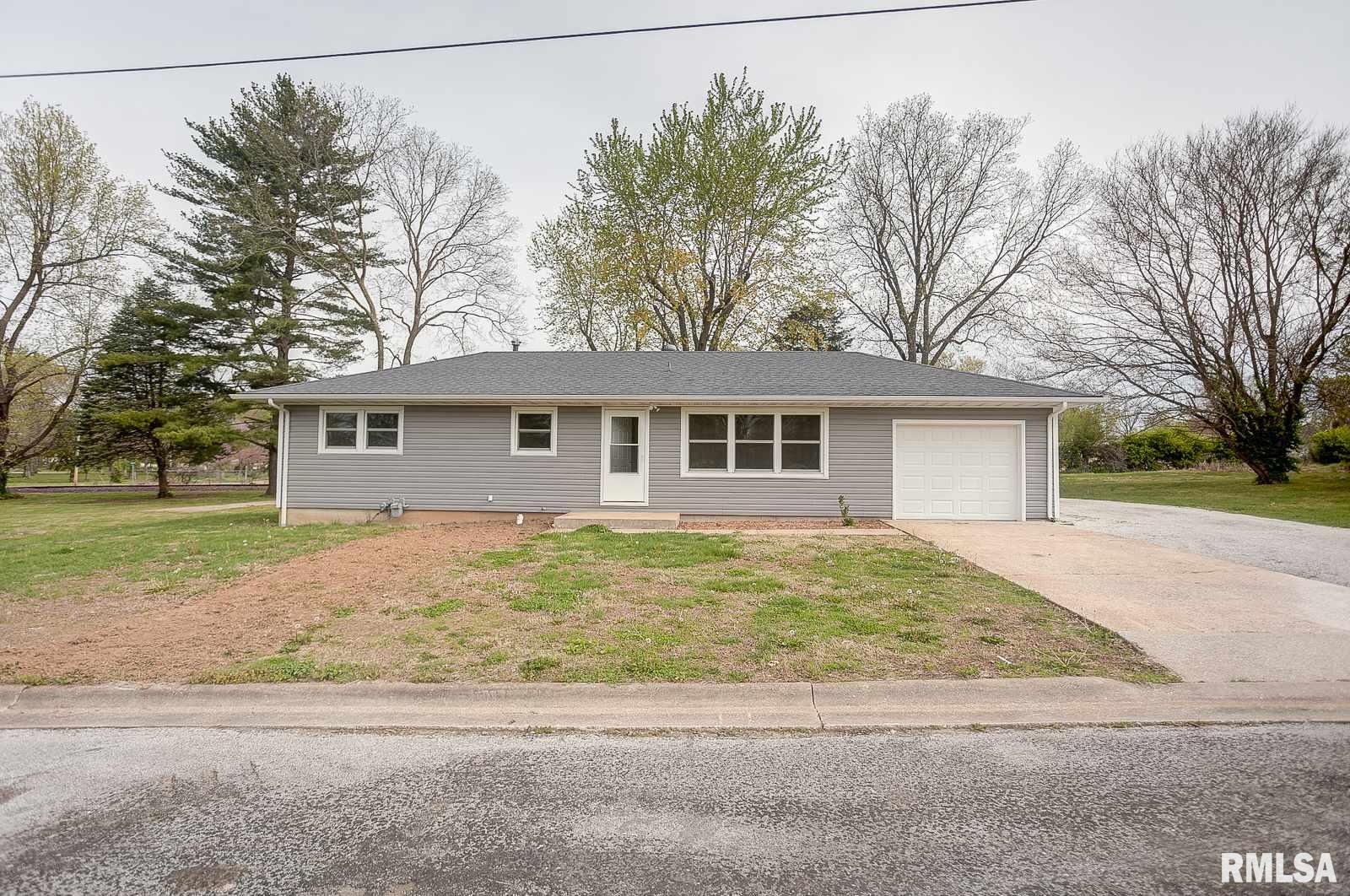 903 Booster Property Photo - Evansville, IL real estate listing