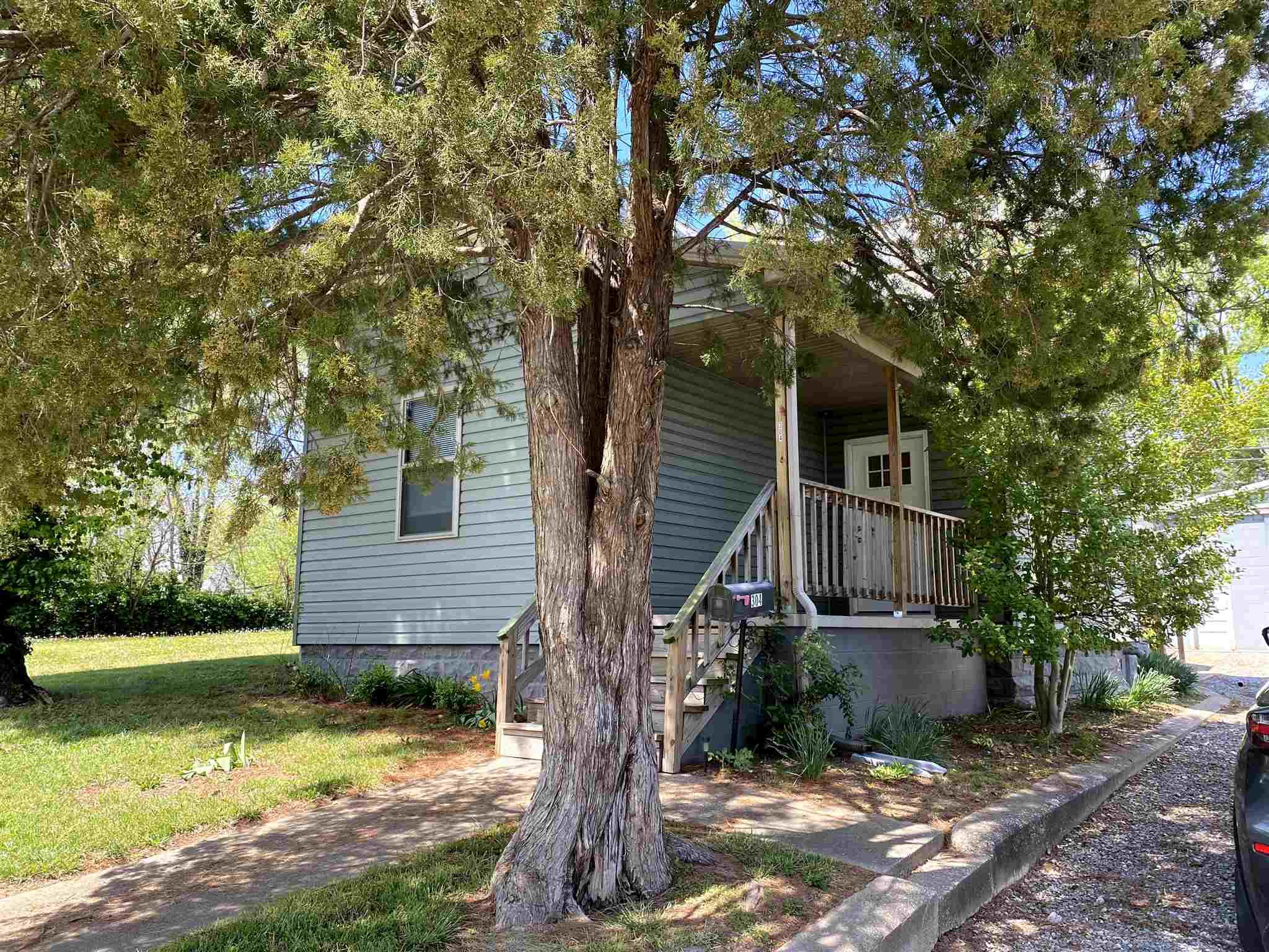 304 W 5th Street Property Photo 1