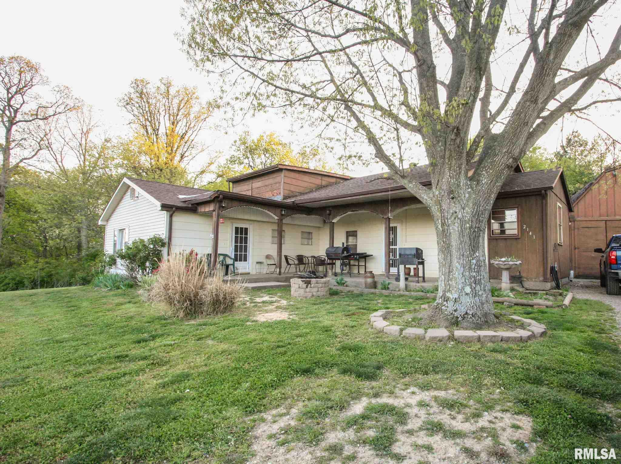 2141 County Rd 950 E Property Photo - Carmi, IL real estate listing