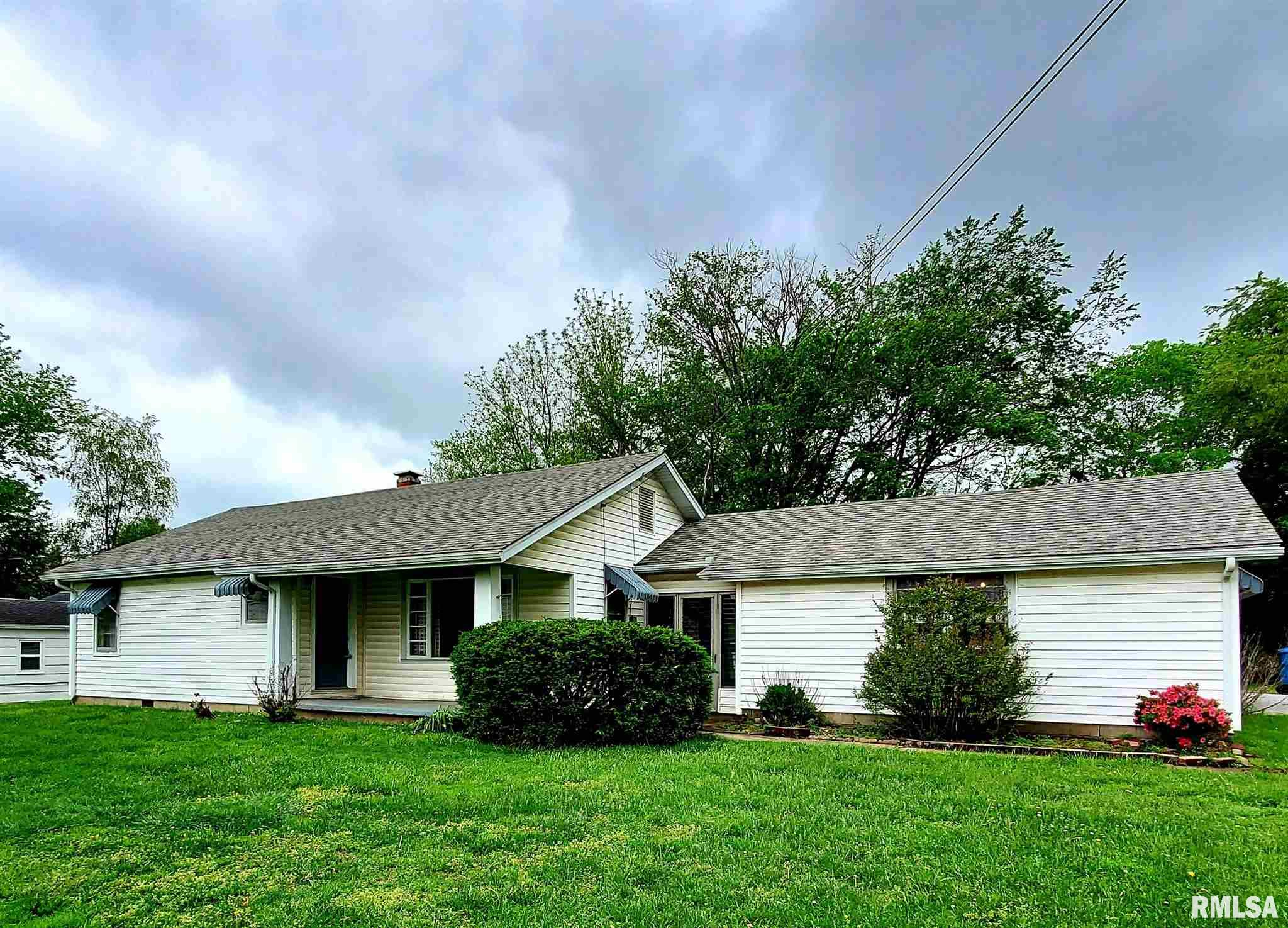 702 W RANDOLPH Property Photo - McLeansboro, IL real estate listing
