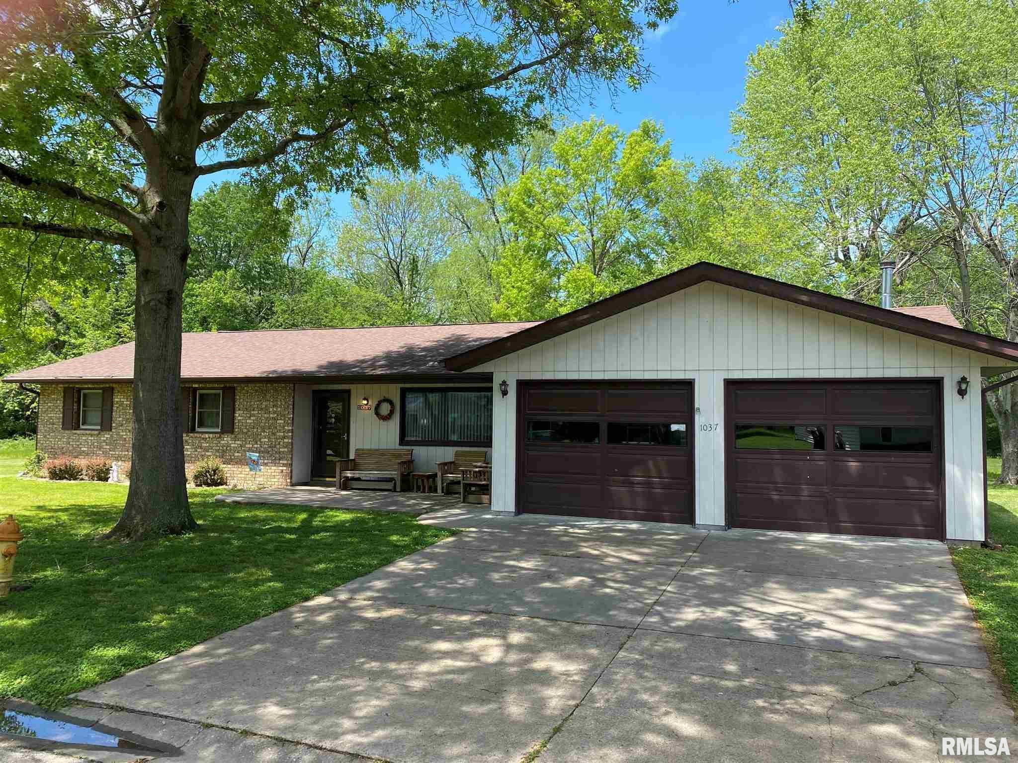 1037 Roberta Drive Property Photo 1