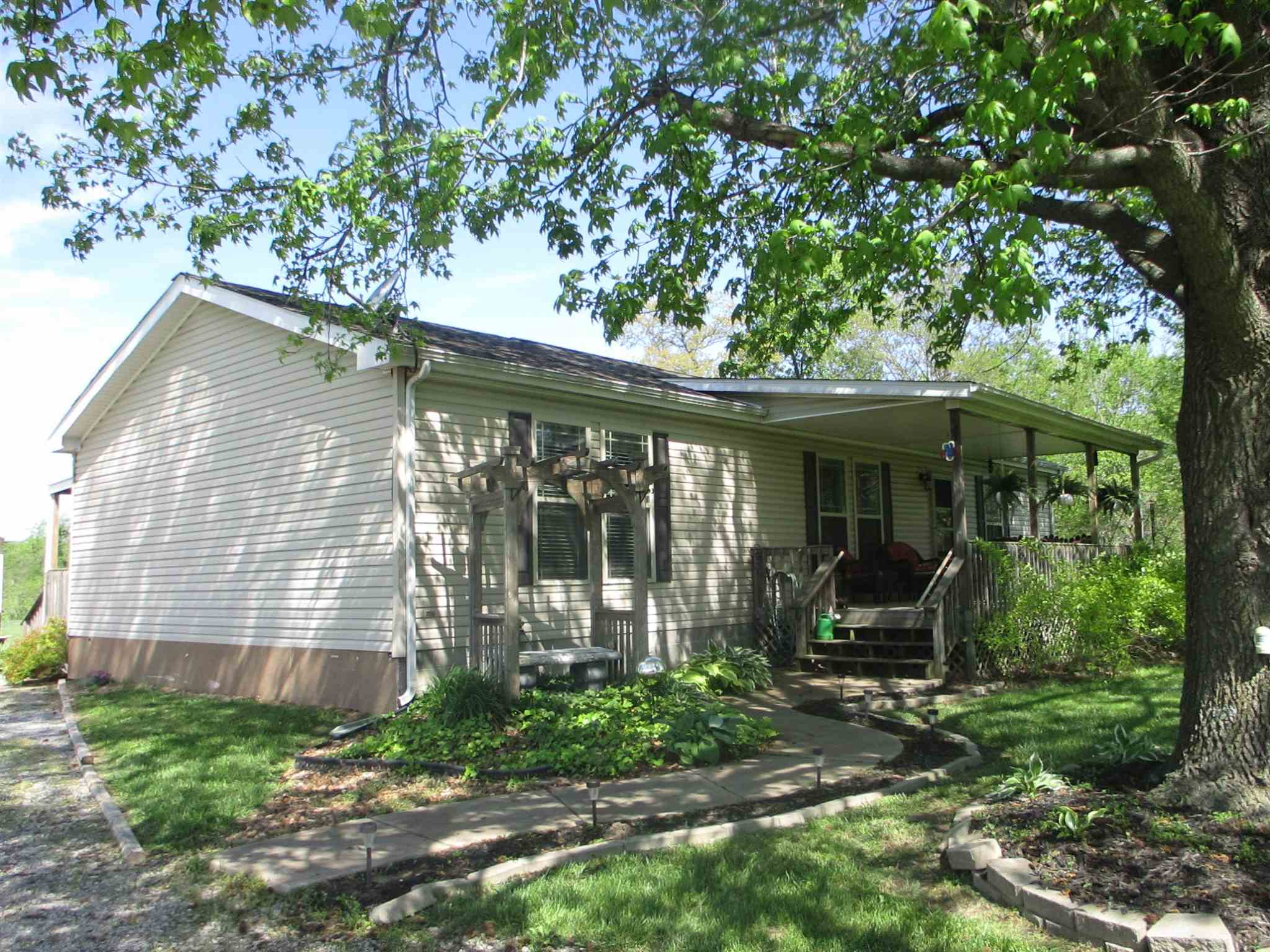 23258 Fitch Property Photo - Thompsonville, IL real estate listing