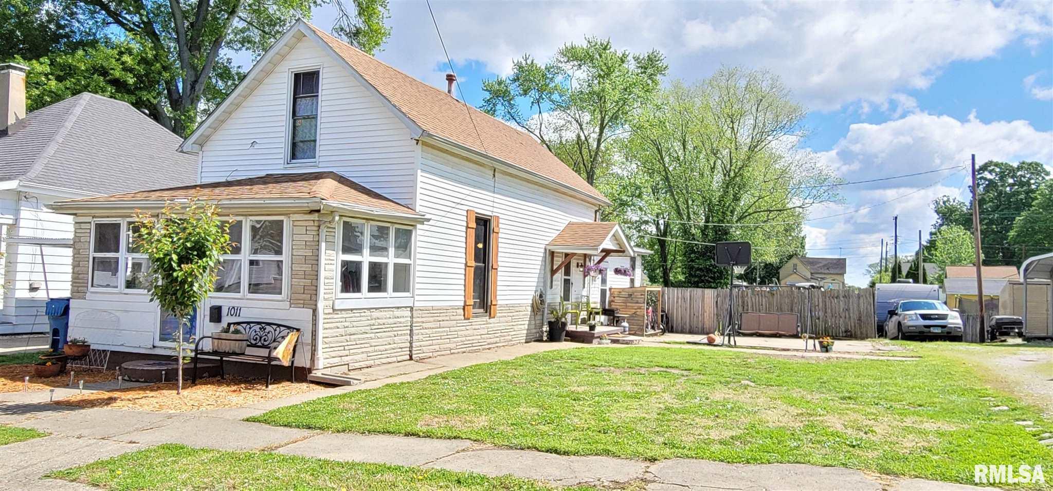 1011 N PEAR Property Photo - Mt Carmel, IL real estate listing