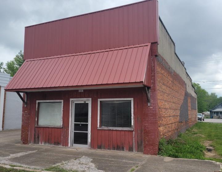 134 NE RAILROAD Property Photo - Ashley, IL real estate listing