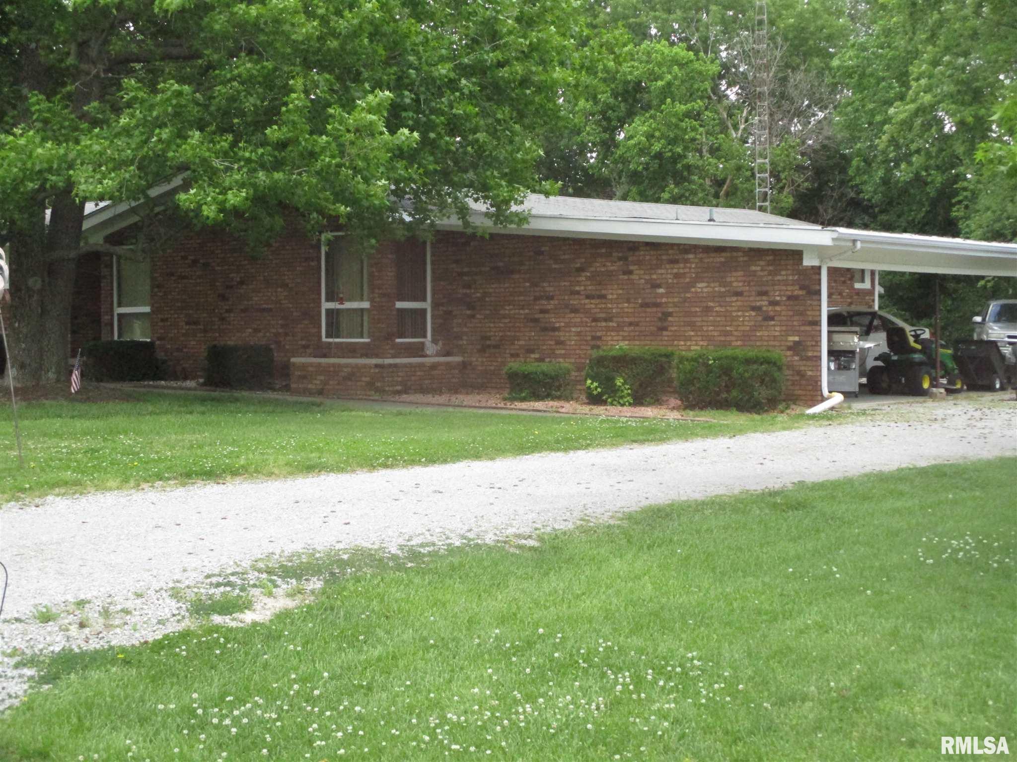 1404 N Duquoin Street Property Photo 1