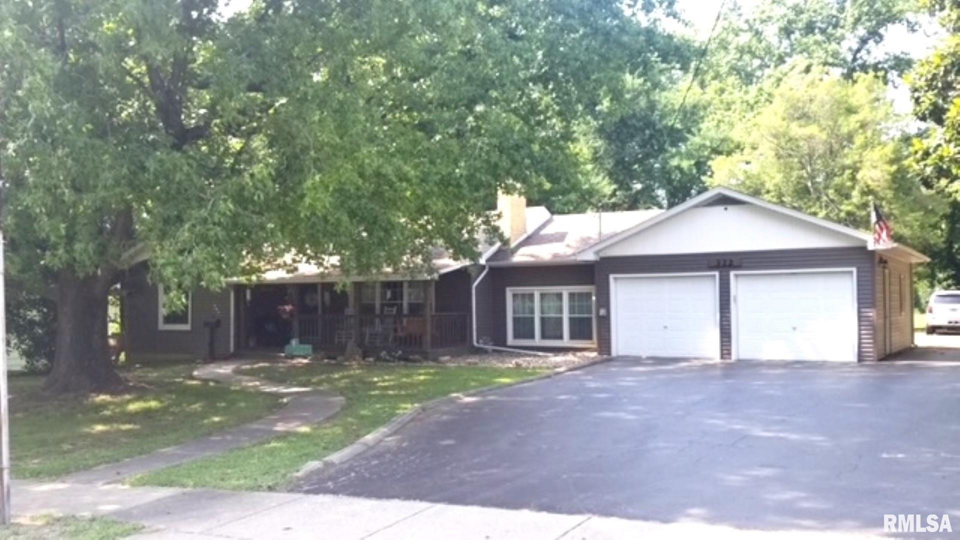 322 E Grand Avenue Property Photo 1