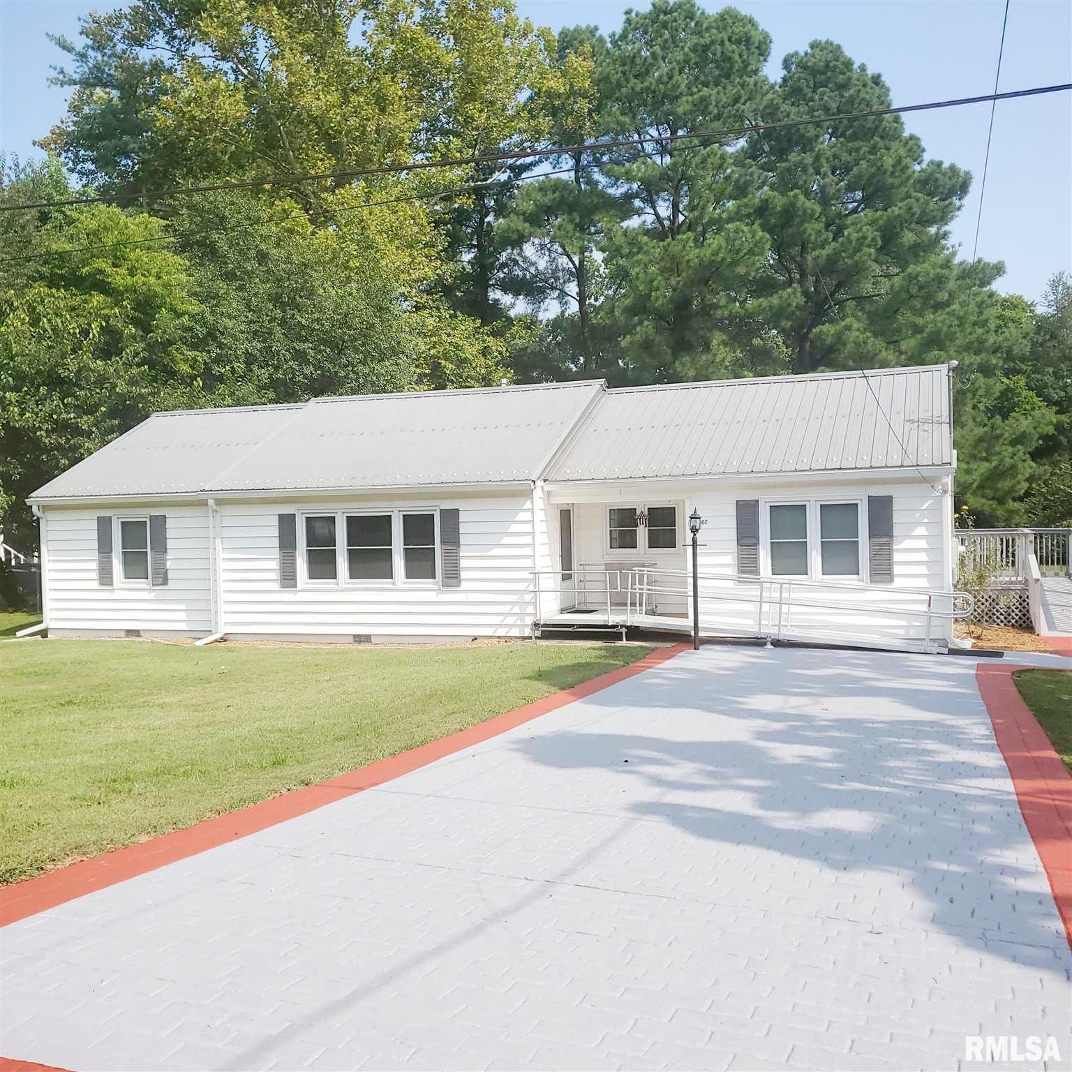 302 College Street Property Photo 1