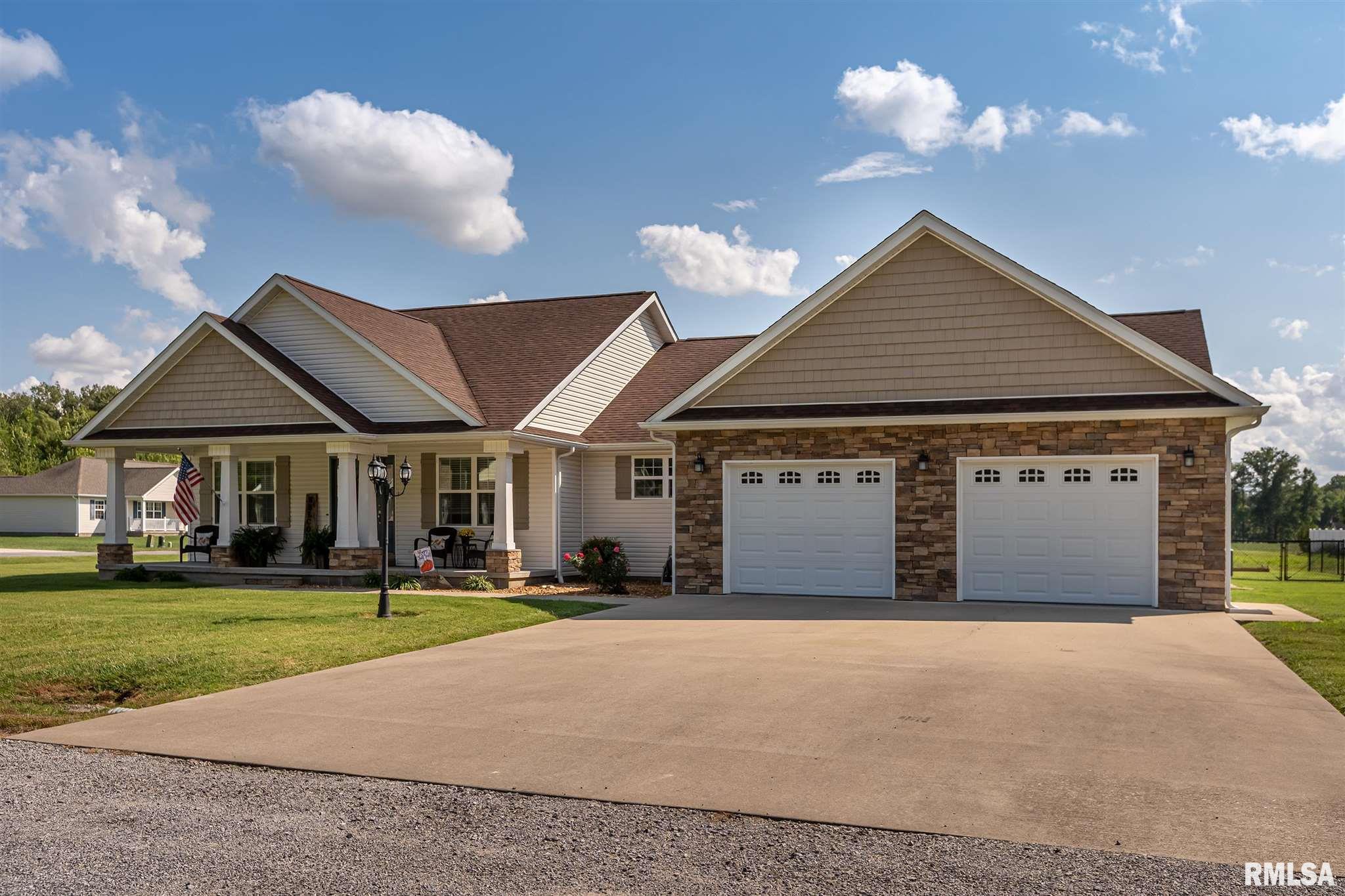 304 Eric Drive Property Photo 1