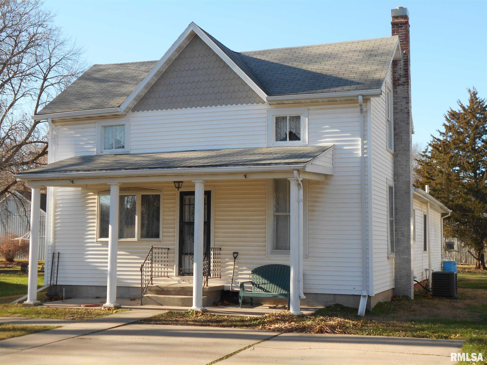 561 N Sperry Property Photo - Bushnell, IL real estate listing