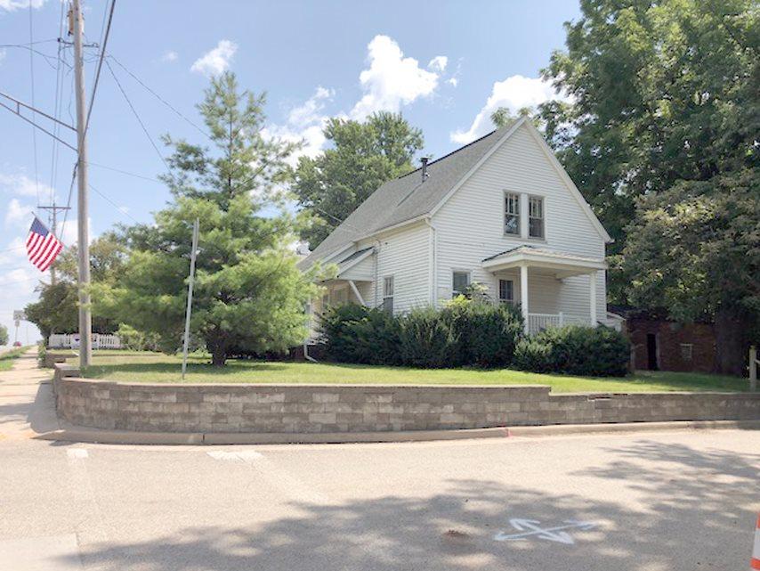 702 E FORT Property Photo - Farmington, IL real estate listing