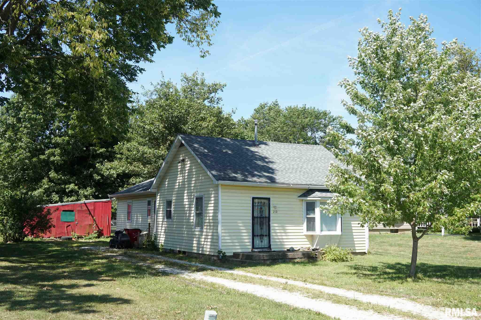 210 N KNOX Property Photo - Elmwood, IL real estate listing