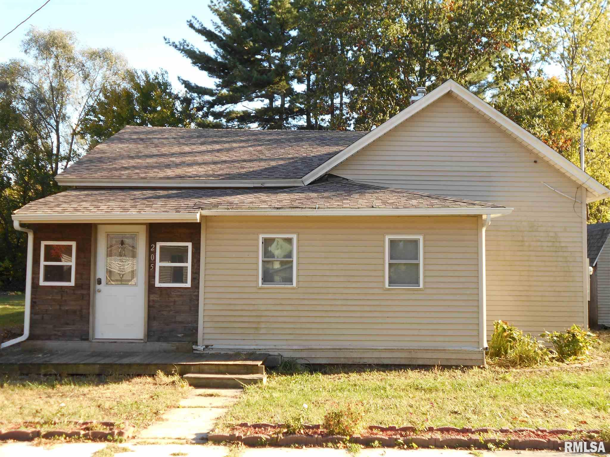 205 W SOUTH Property Photo - Colchester, IL real estate listing