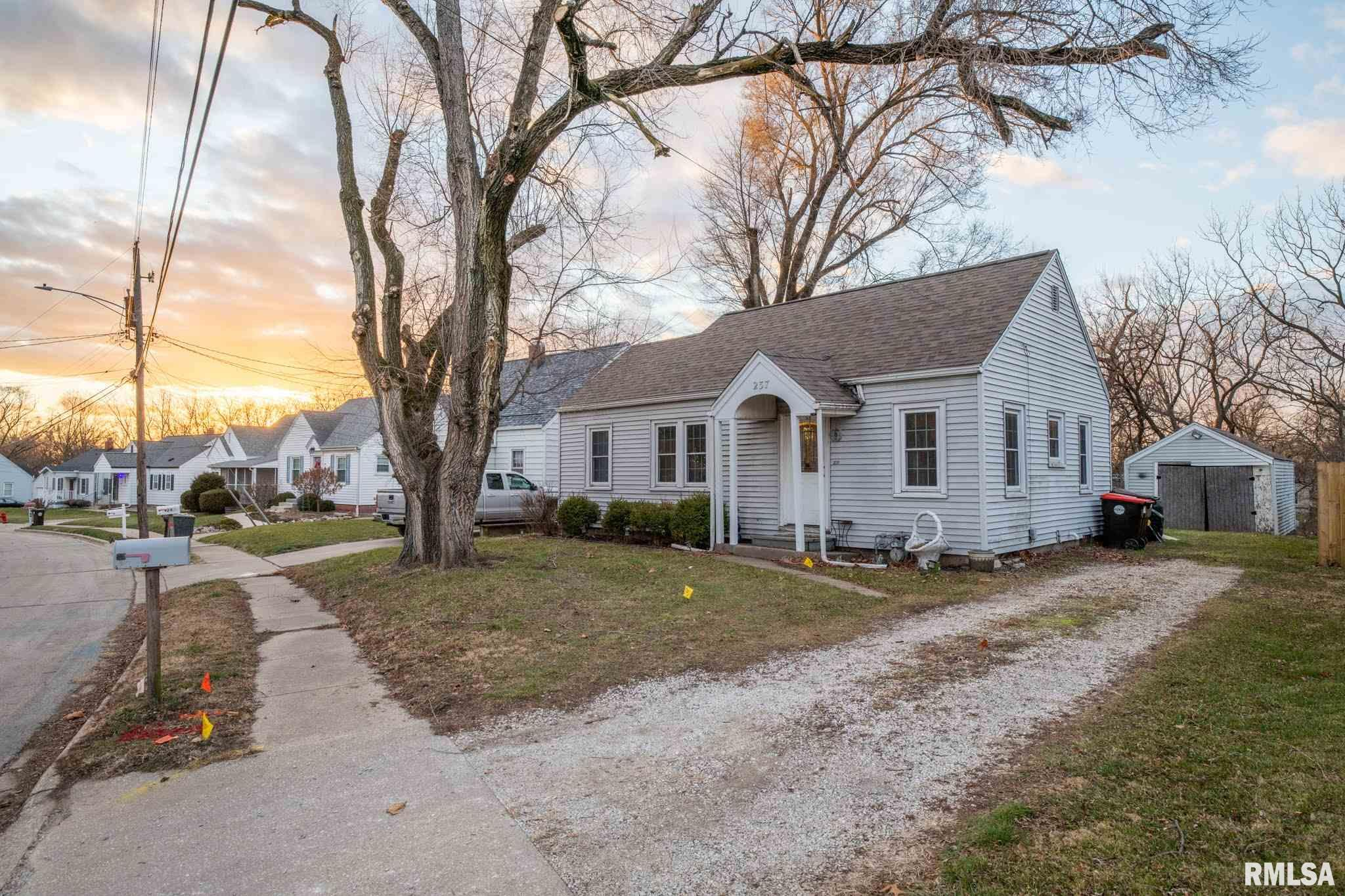 237 S THORNCREST Property Photo - Creve Coeur, IL real estate listing