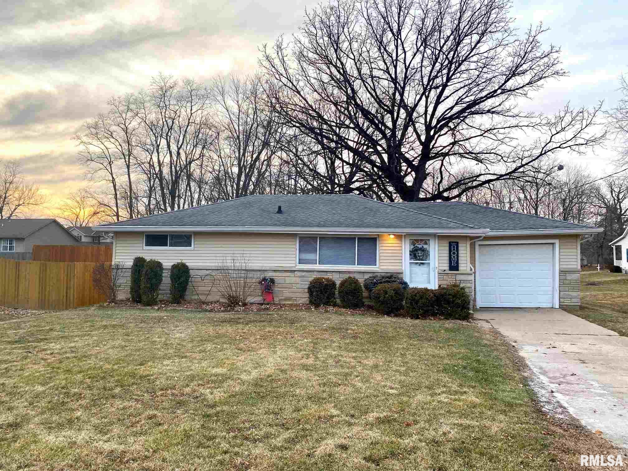 211 JO Property Photo - Germantown Hills, IL real estate listing