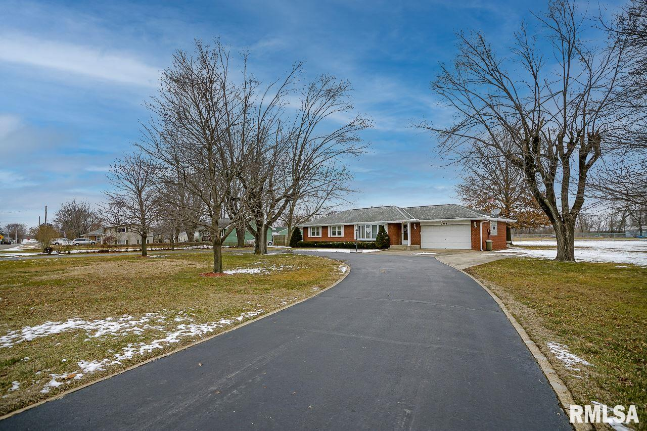 7468 MYRTLE Property Photo - Manito, IL real estate listing