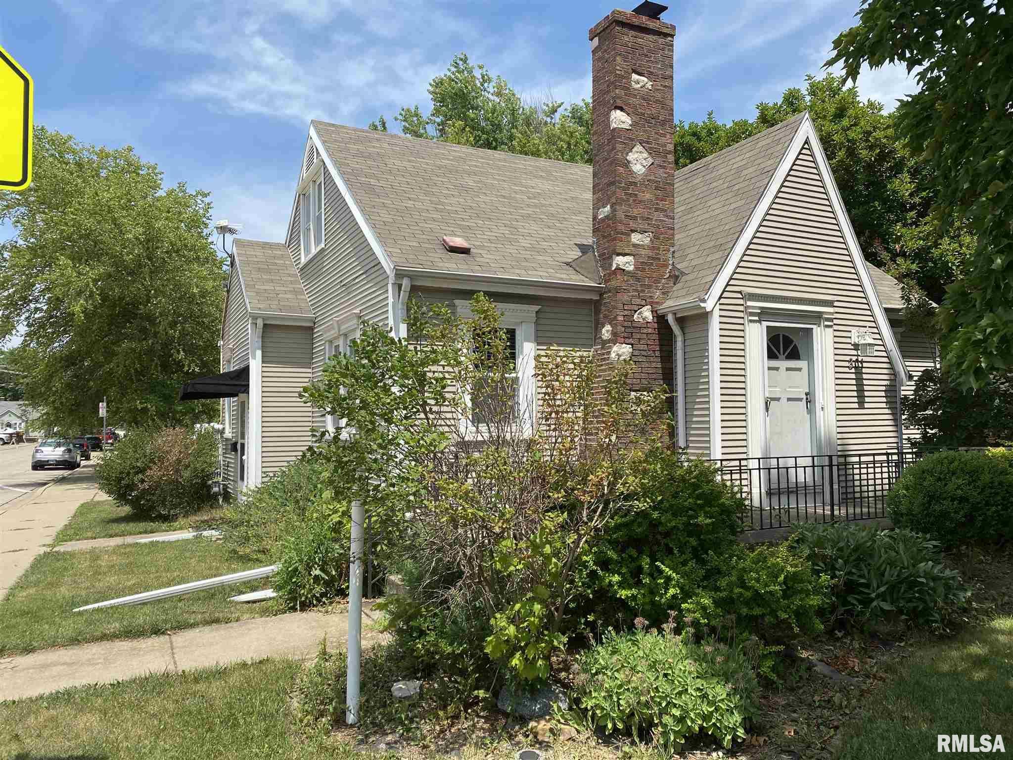 301 E JACKSON Property Photo - Morton, IL real estate listing