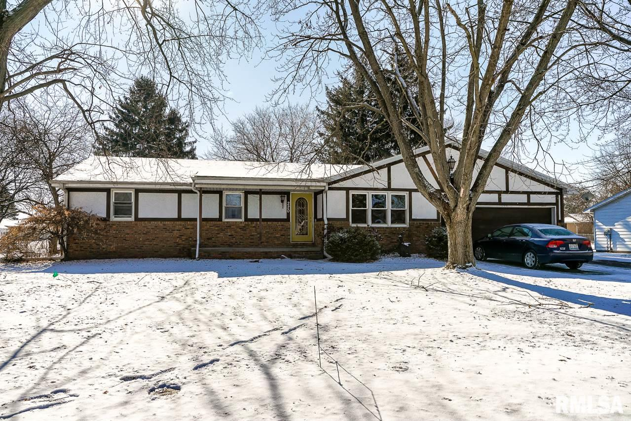 220 E GLENDALE Property Photo - Manito, IL real estate listing