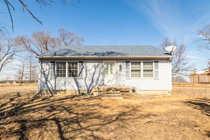 8634 DESUTTER Property Photo - Manito, IL real estate listing