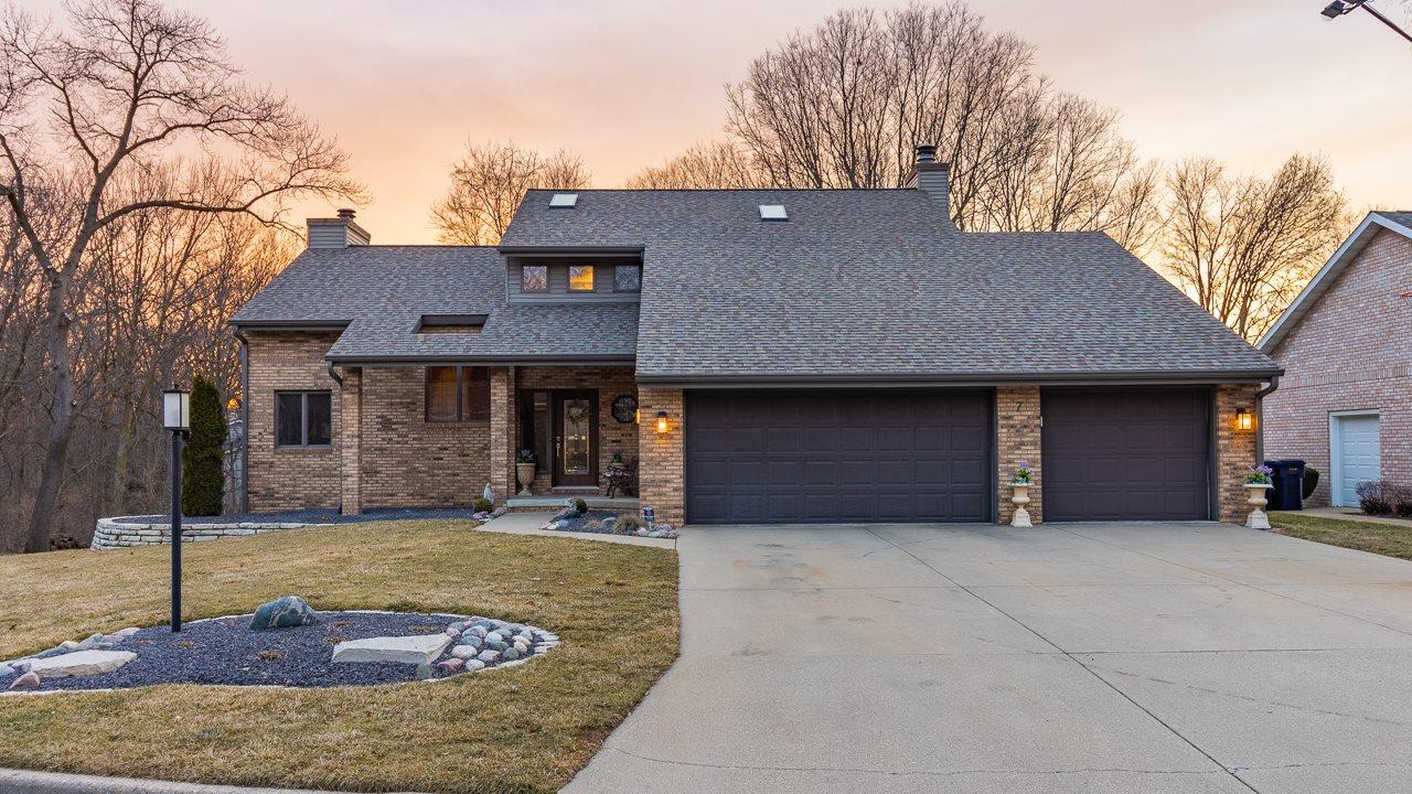 7 PRESTWICK Property Photo - Pekin, IL real estate listing