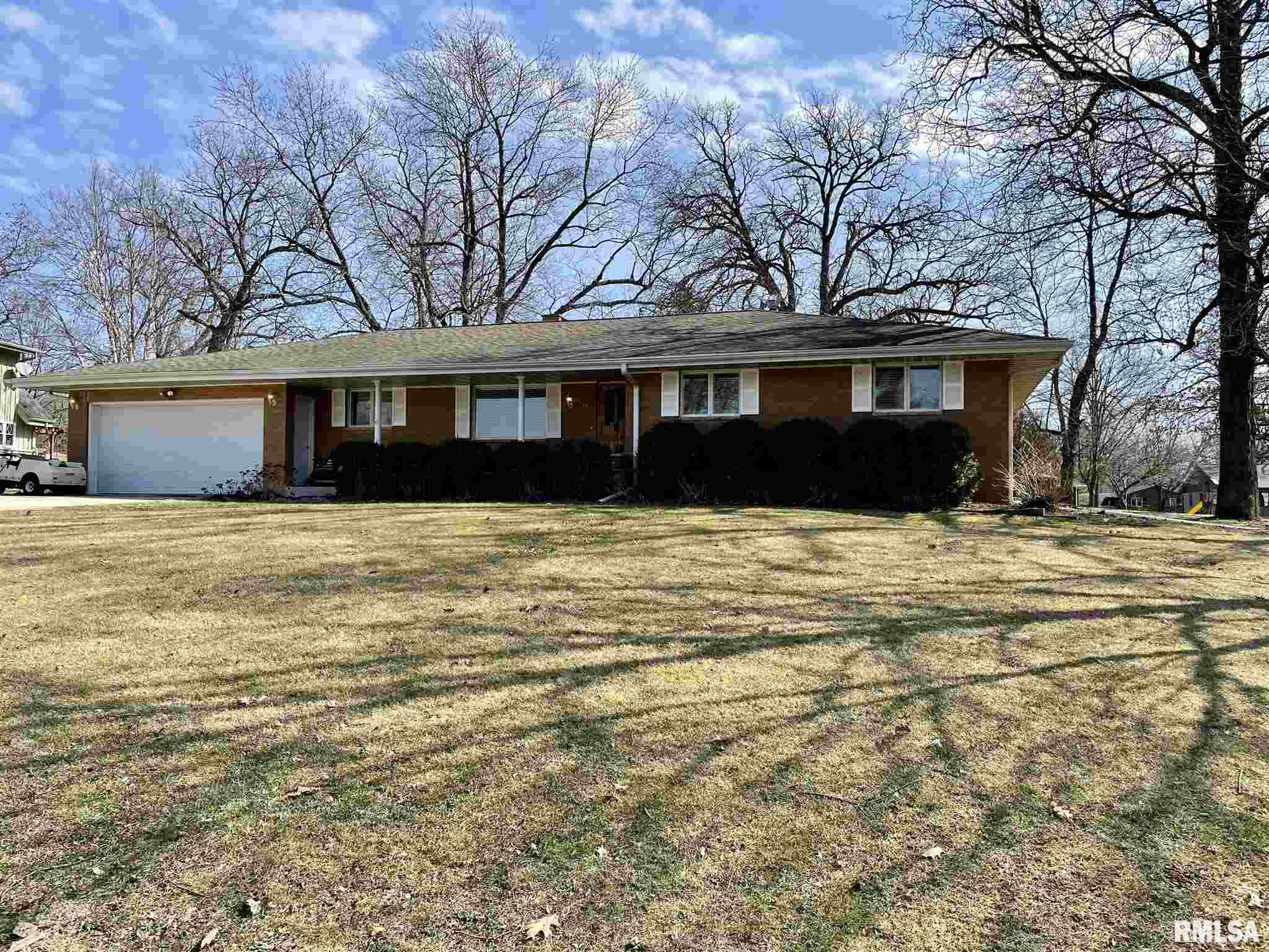 707 S HILLDALE Property Photo - Eureka, IL real estate listing