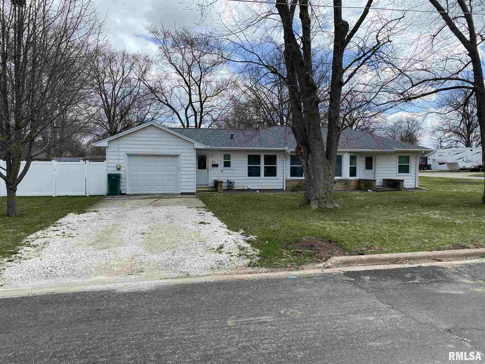 473 S APPLE Property Photo - Farmington, IL real estate listing