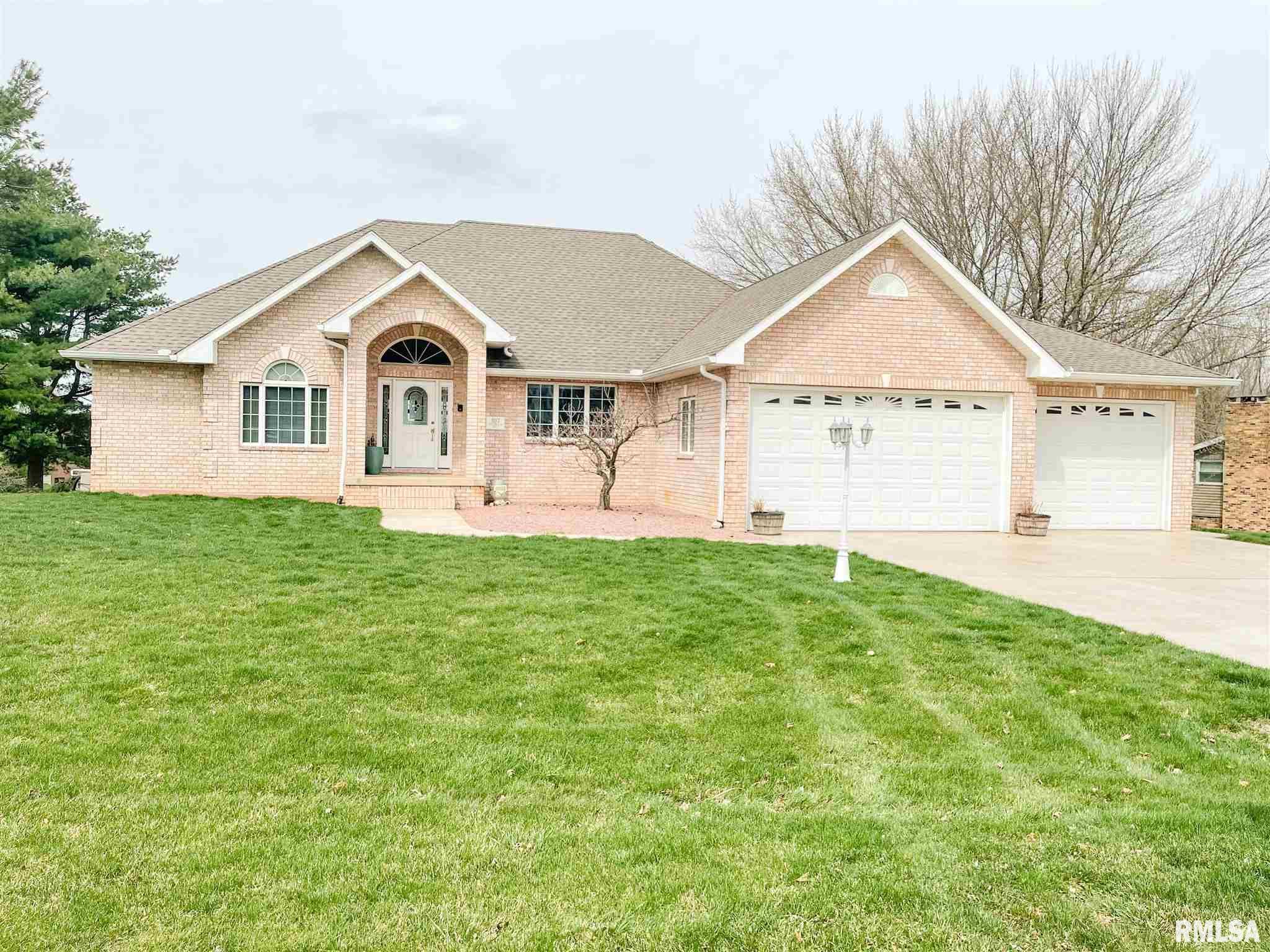 107 COUNTRY LAKE Property Photo - Pekin, IL real estate listing