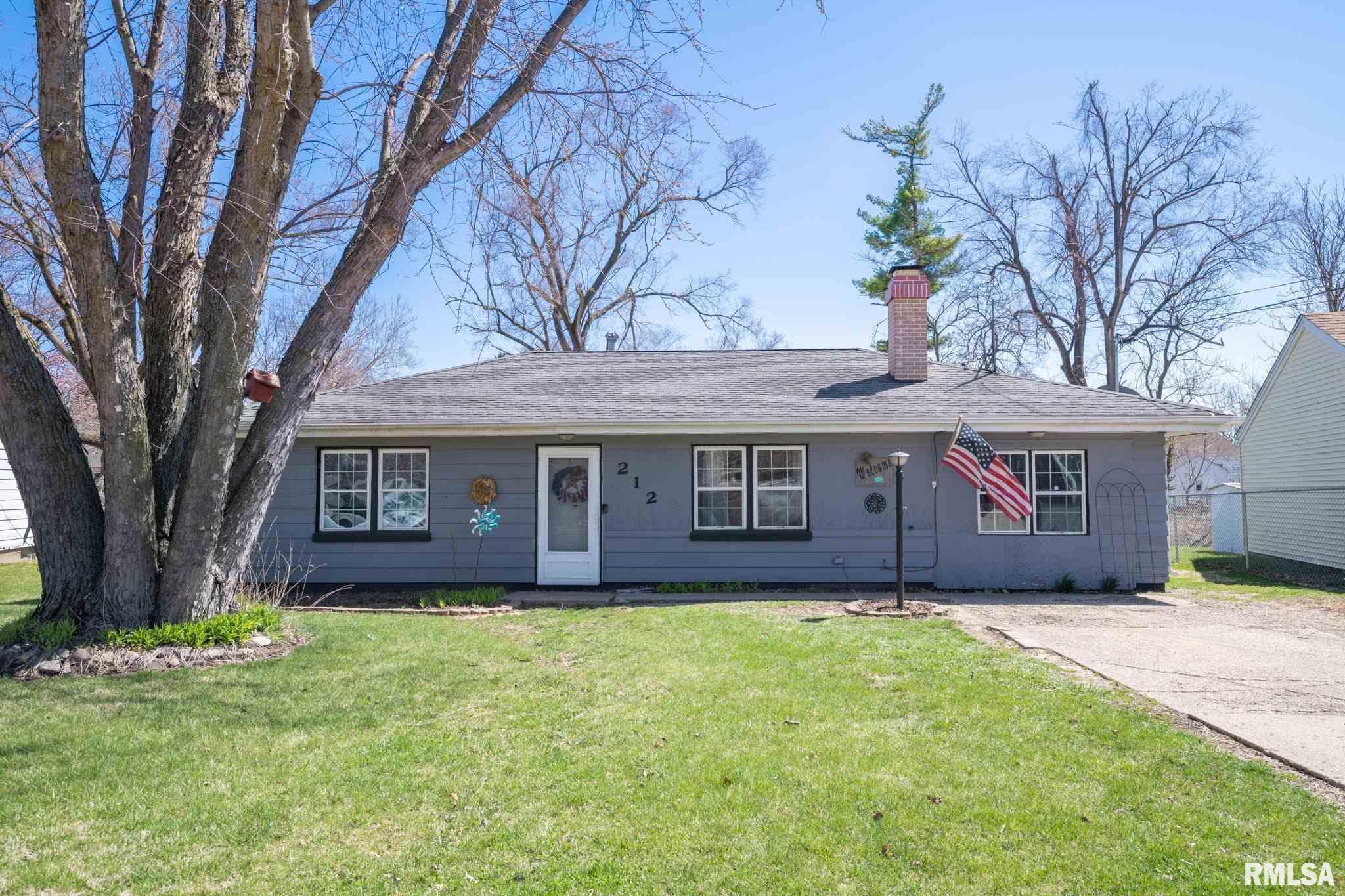 212 LAWNRIDGE Property Photo - Creve Coeur, IL real estate listing