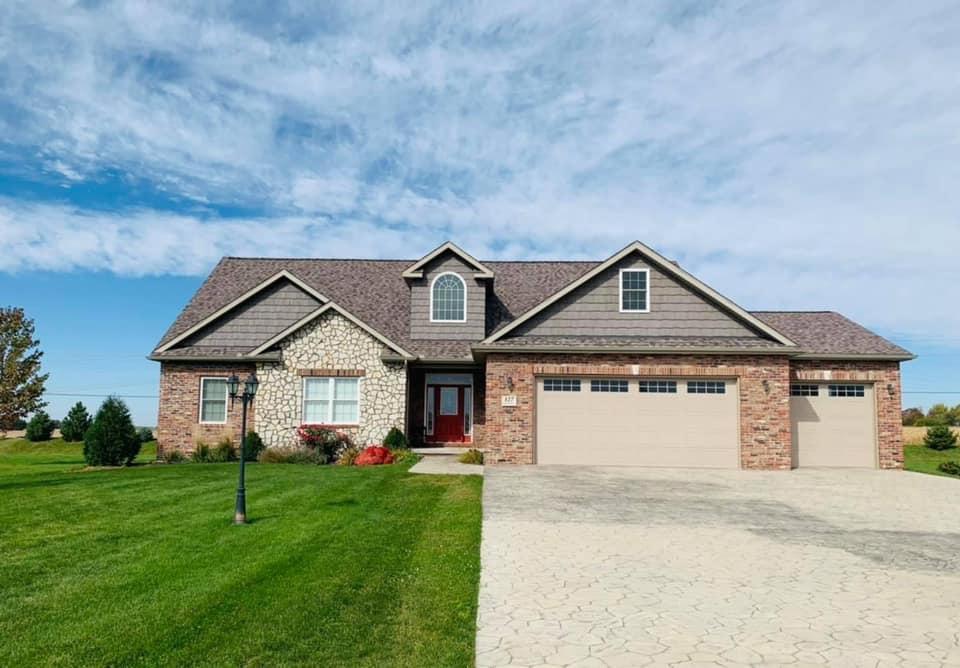 127 Lost Creek Property Photo - Pekin, IL real estate listing