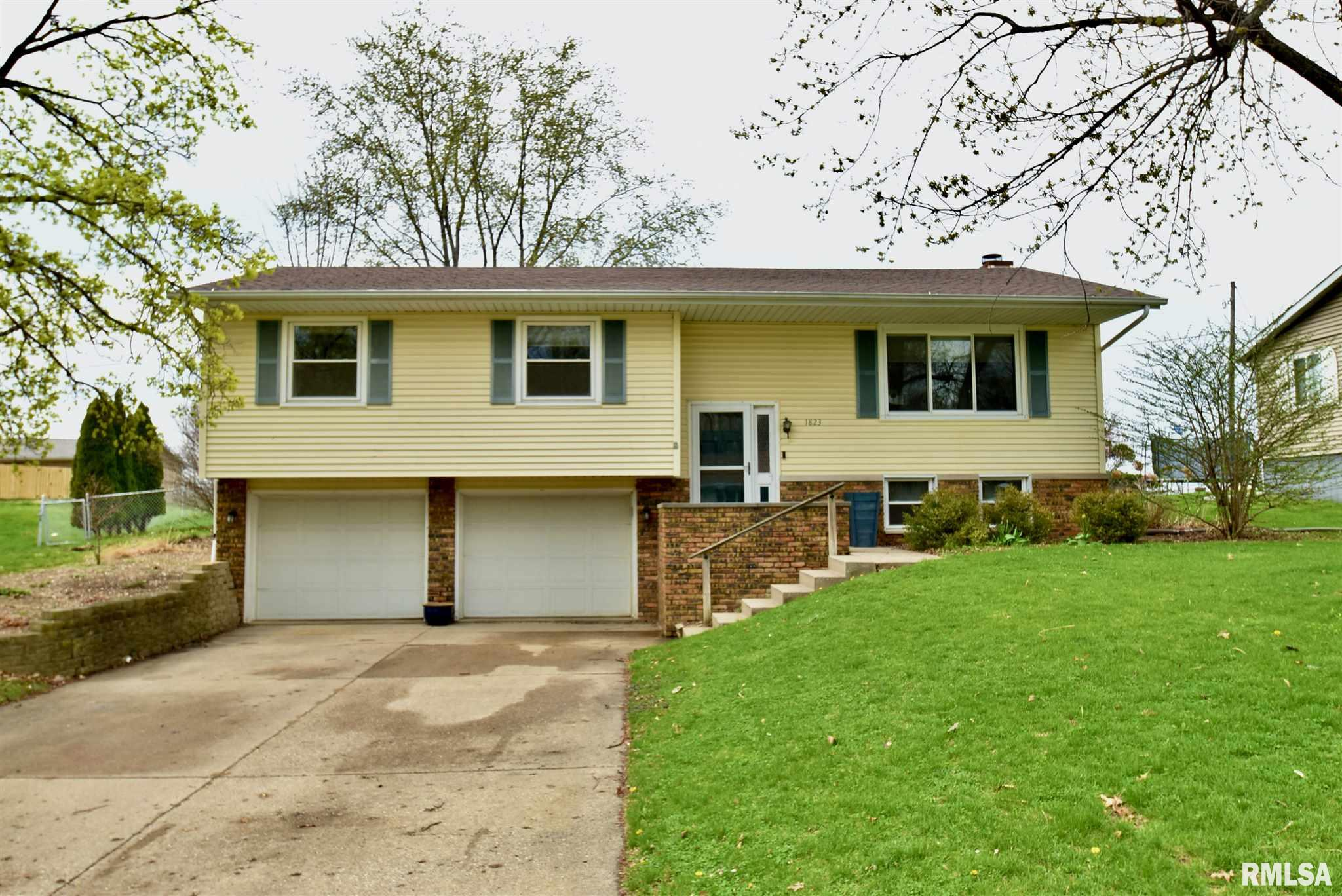 1823 S HOPEWOOD Property Photo - Peoria, IL real estate listing
