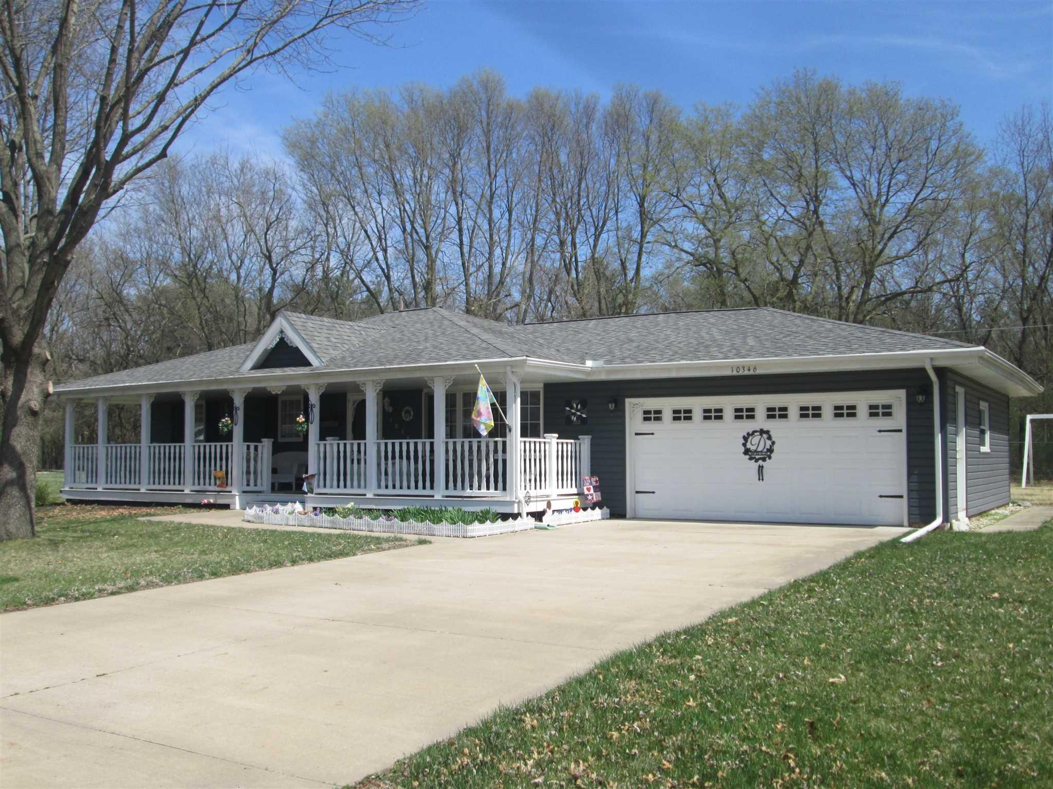 10346 EVERGREEN Property Photo - Manito, IL real estate listing
