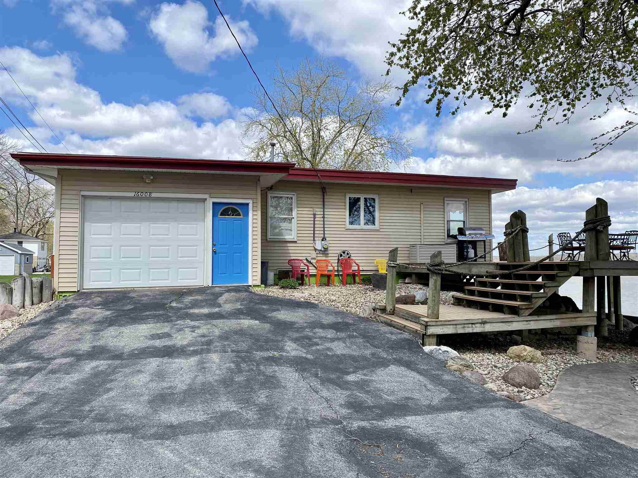 61562 Real Estate Listings Main Image