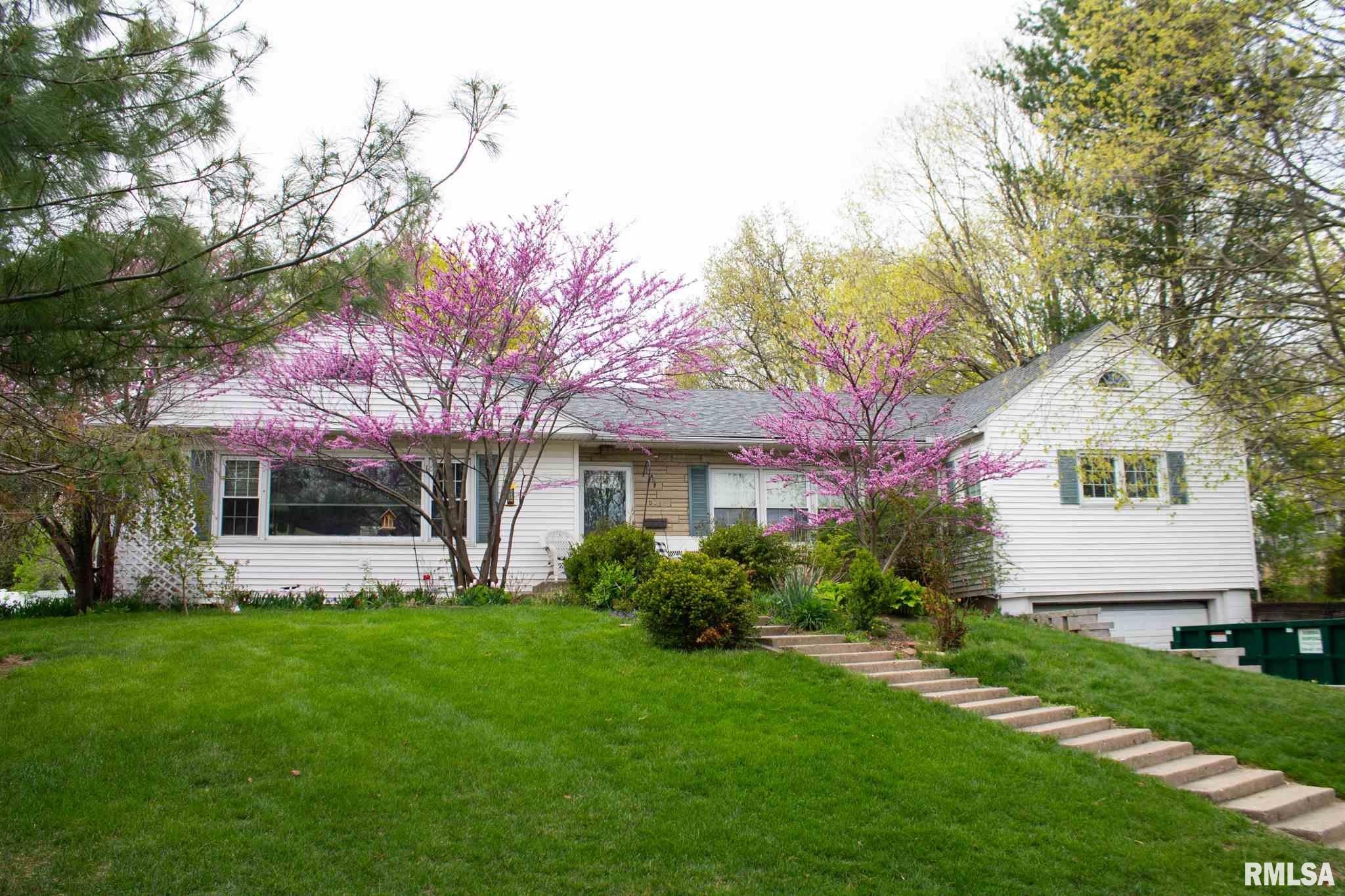501 W BURTON Property Photo - Eureka, IL real estate listing
