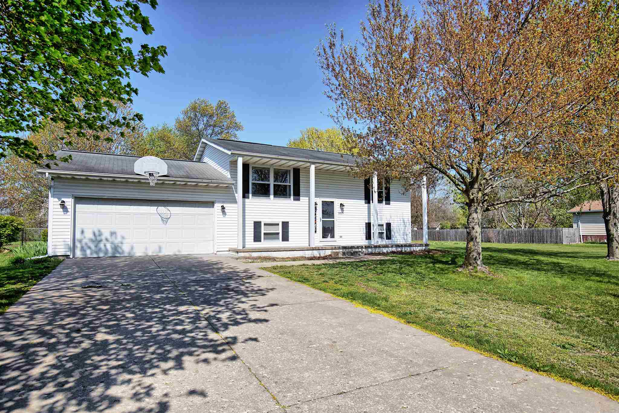 1009 S WASHINGTON Property Photo - Manito, IL real estate listing