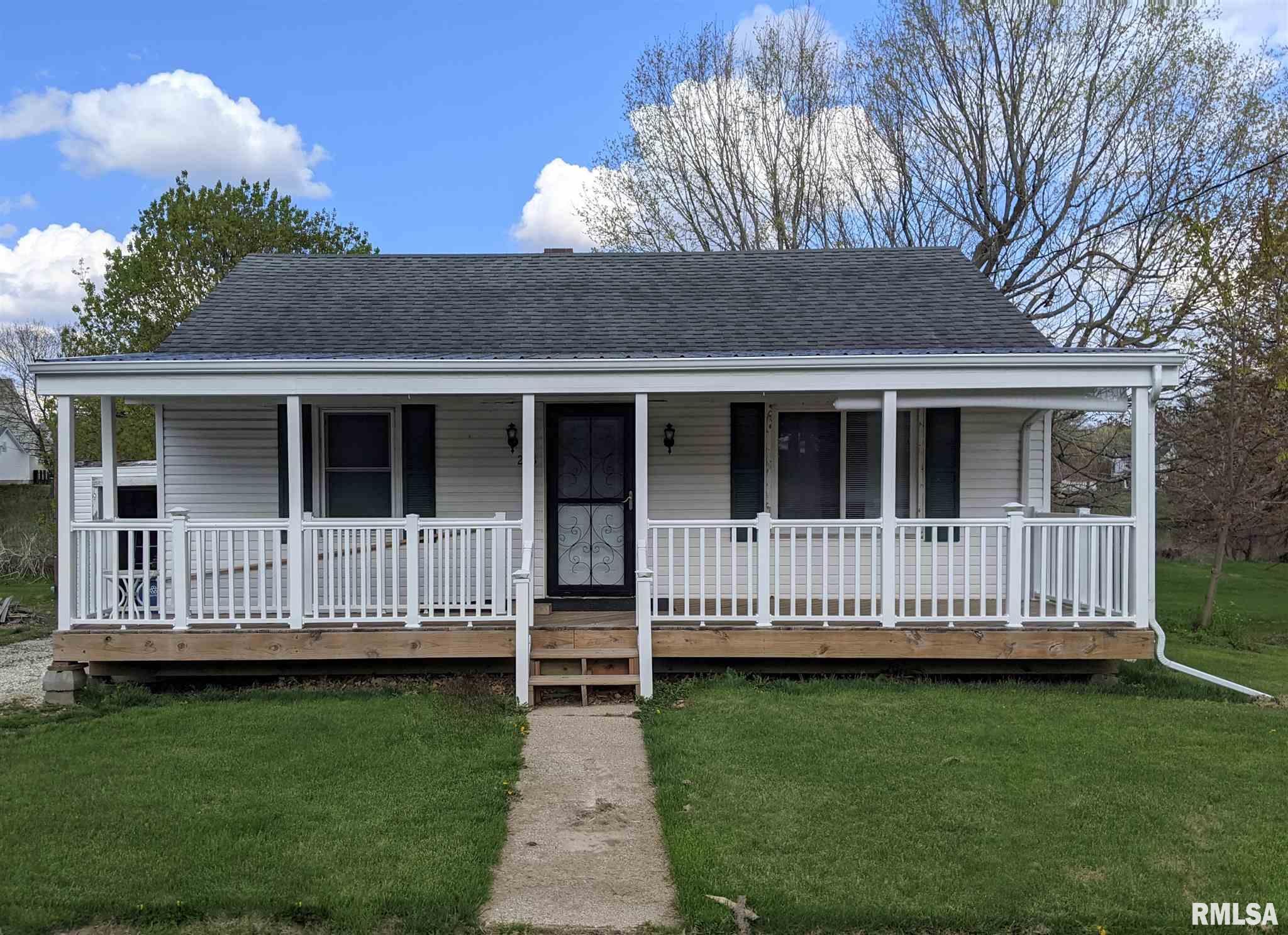 218 S HENDERSON Property Photo - Toulon, IL real estate listing
