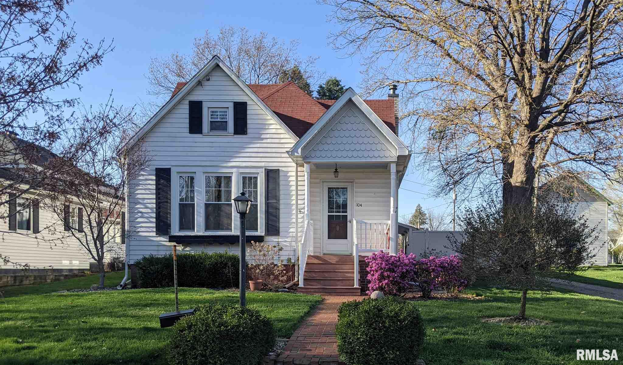 104 W BUTLER Property Photo - Wyoming, IL real estate listing