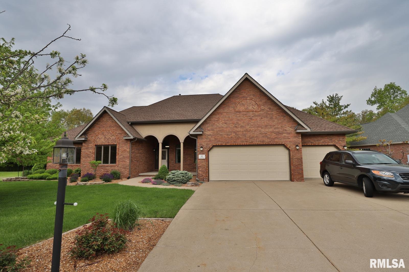 82 DIAMOND Property Photo - Morton, IL real estate listing