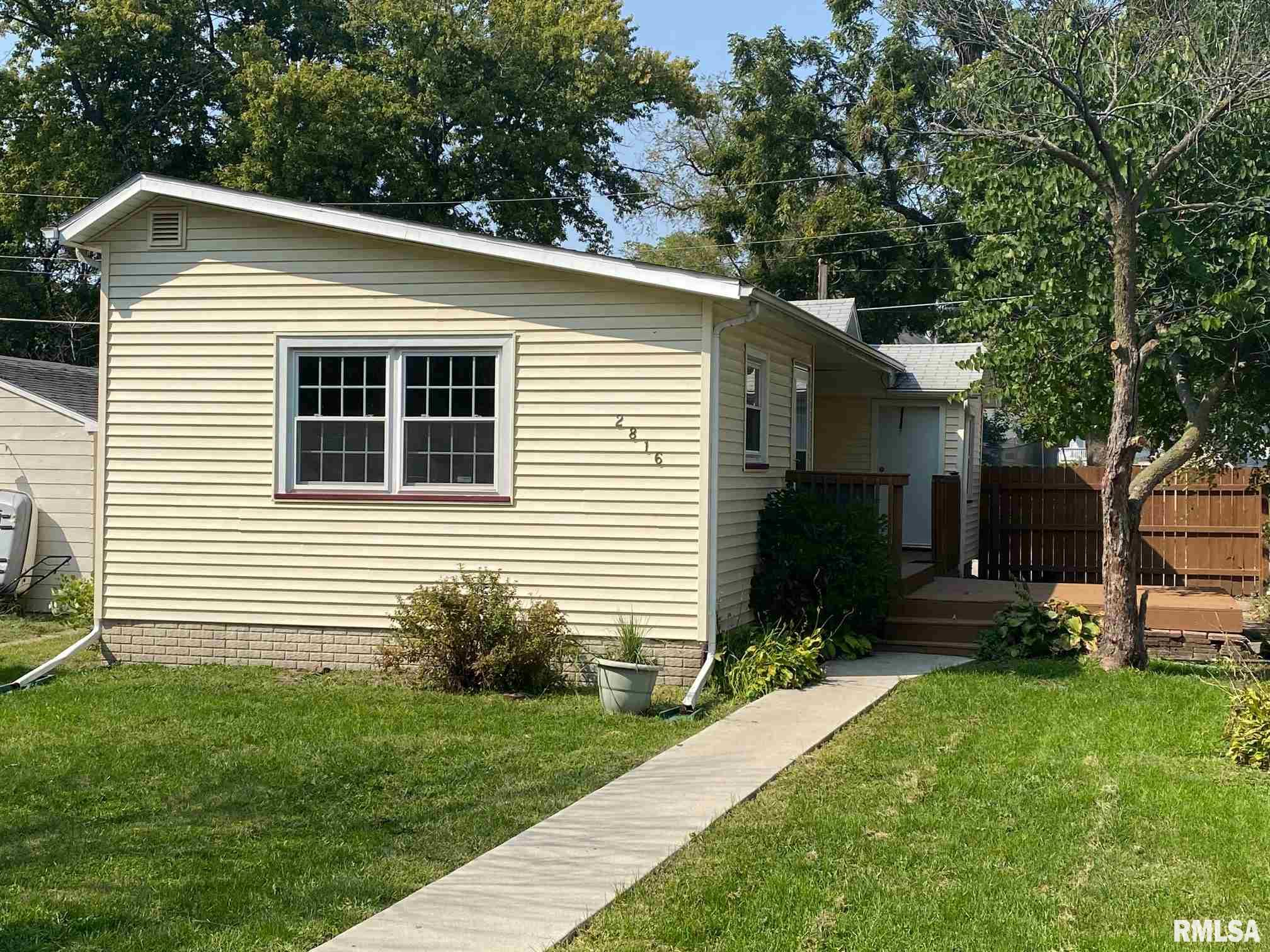 2816 WHITEWOOD Property Photo - Davenport, IA real estate listing