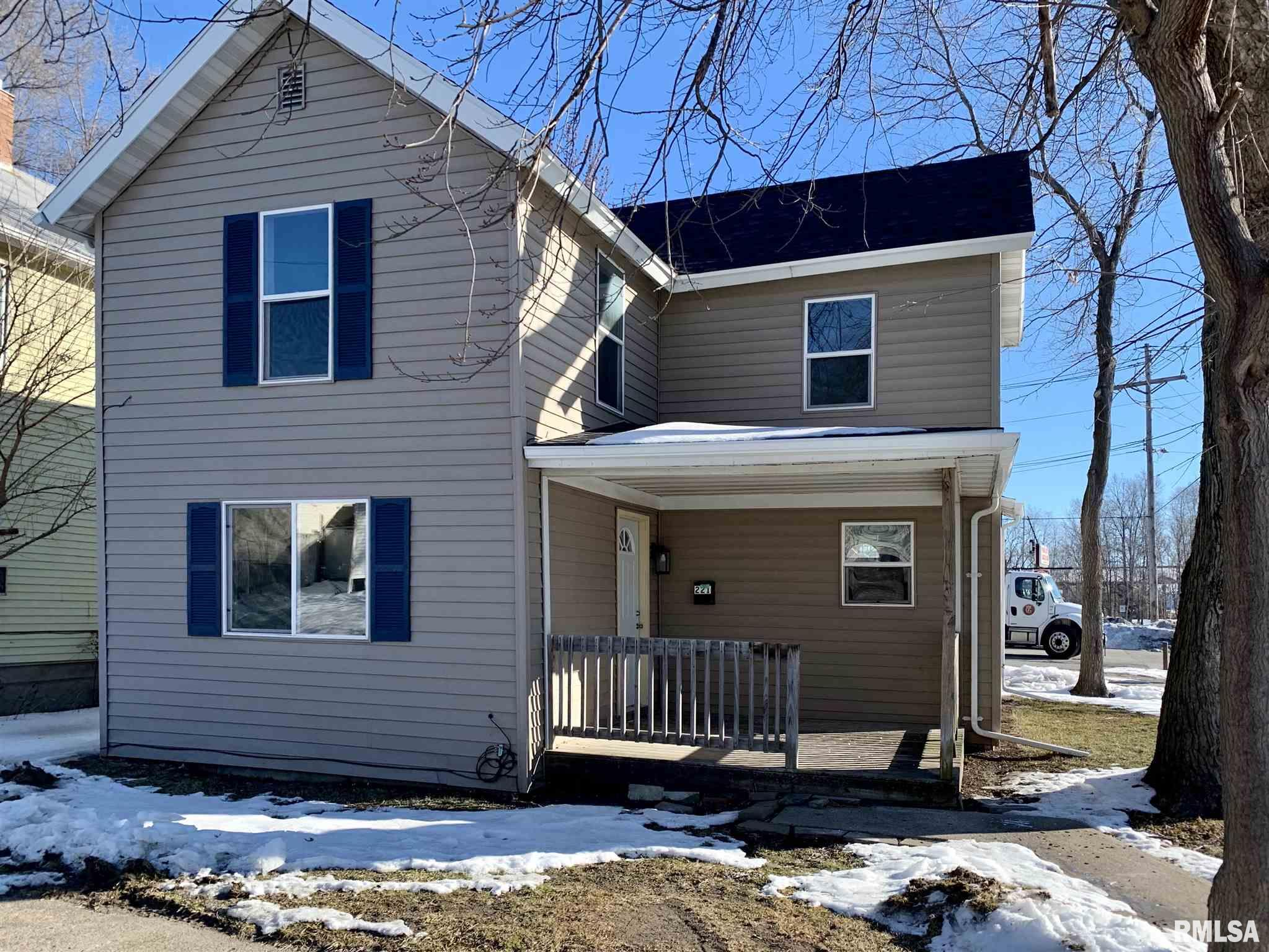 221 Roselawn Property Photo - Muscatine, IA real estate listing