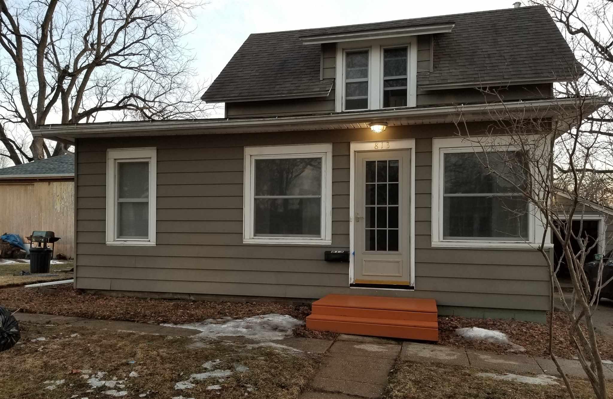813 W PARK Property Photo - Morrison, IL real estate listing