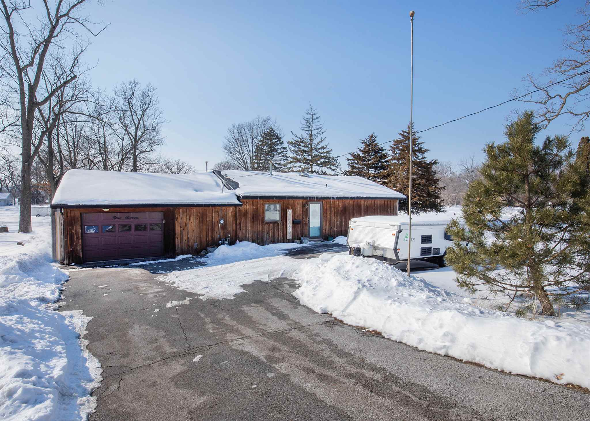 911 N HIGH Property Photo - Port Byron, IL real estate listing