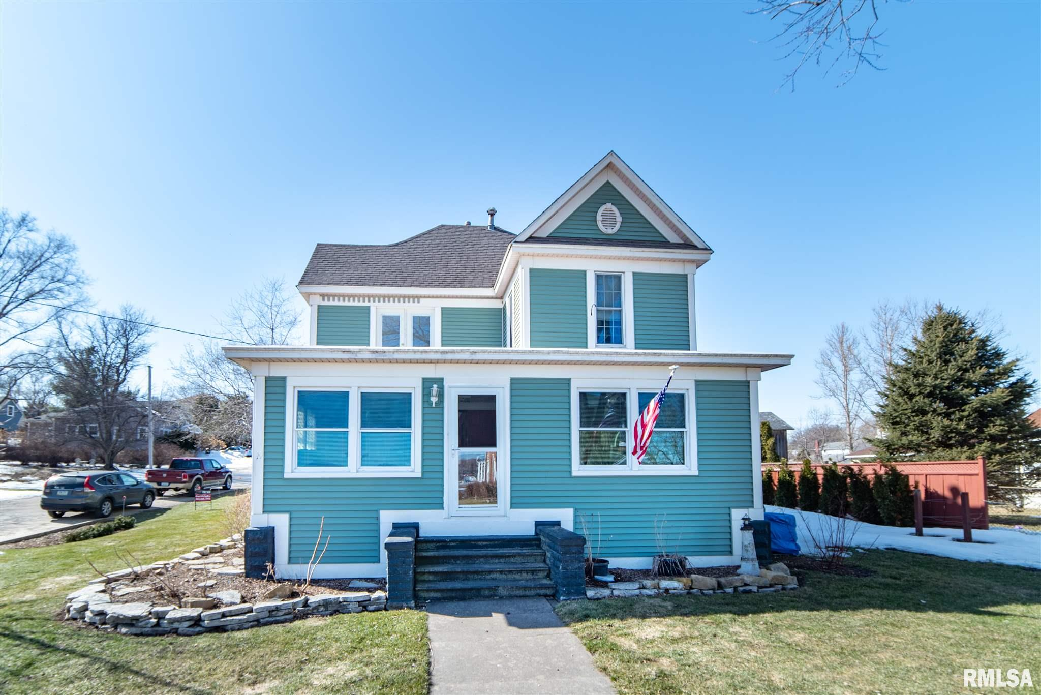 128 S 2ND Property Photo - Le Claire, IA real estate listing