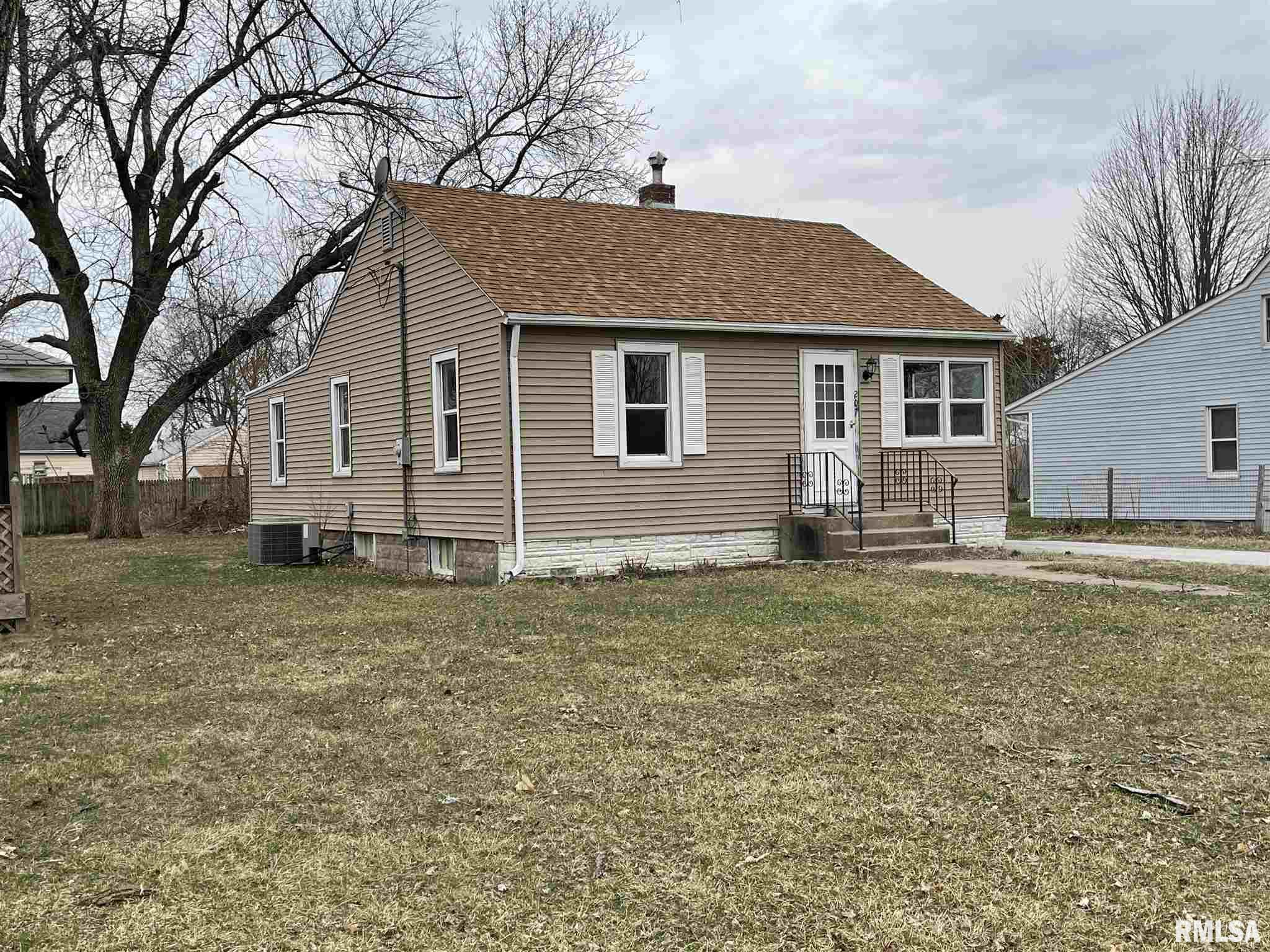 207 2ND Property Photo - Colona, IL real estate listing