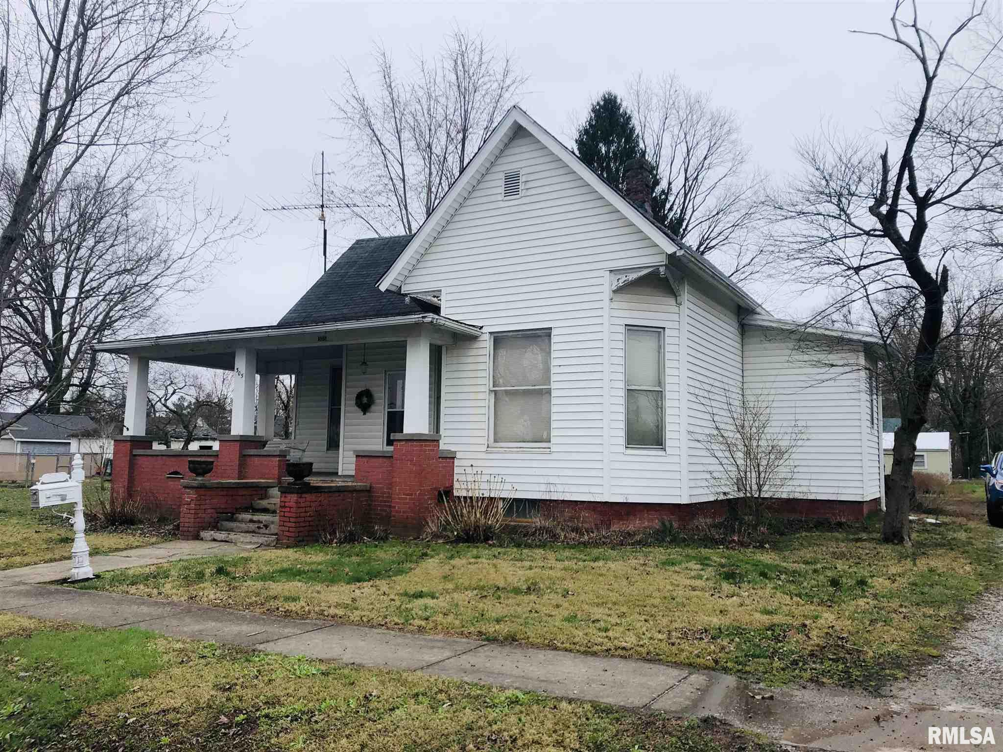 305 W BROADWAY Property Photo - McLeansboro, IL real estate listing
