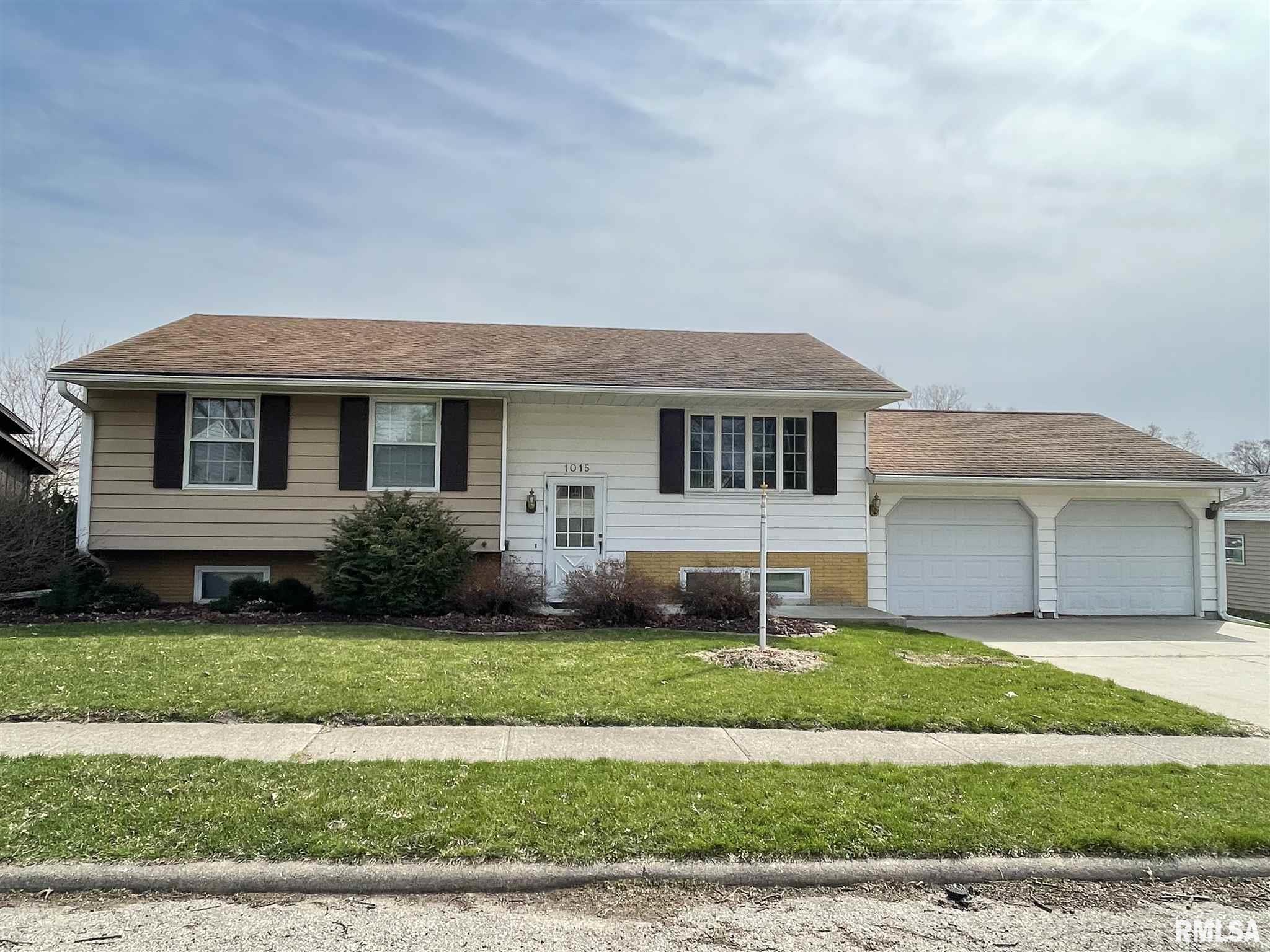 1015 SUNCREST Property Photo - Fulton, IL real estate listing